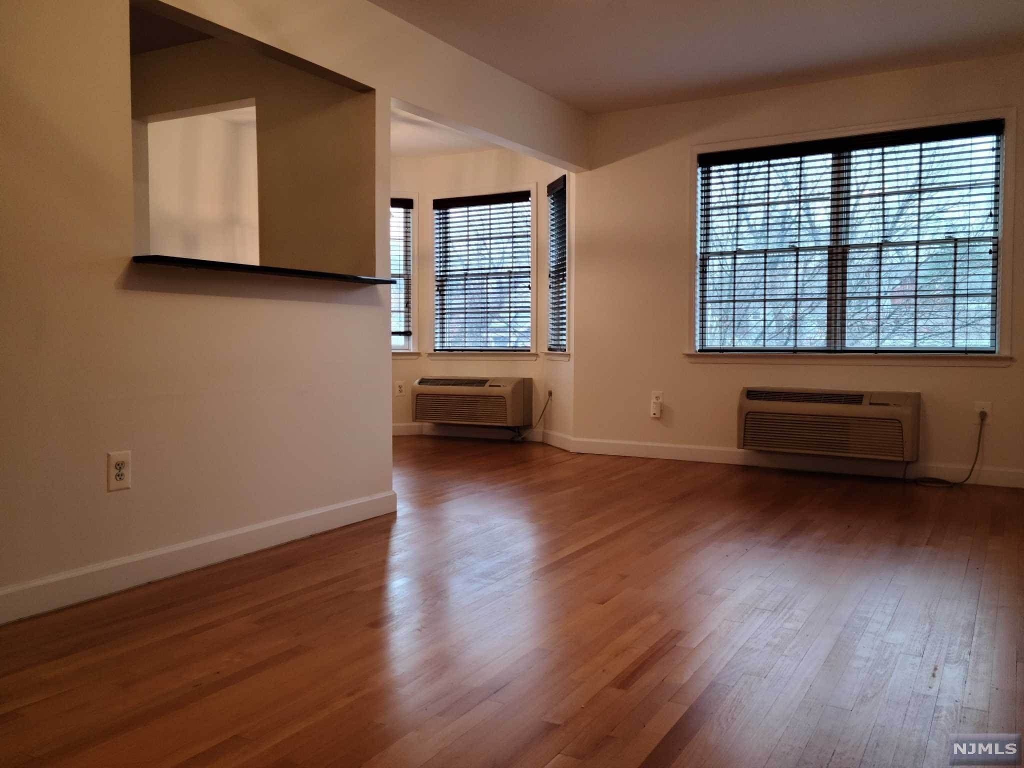 5. Rental Communities for Rent at 323 Willow Street #3M Teaneck, New Jersey, 07666 United States