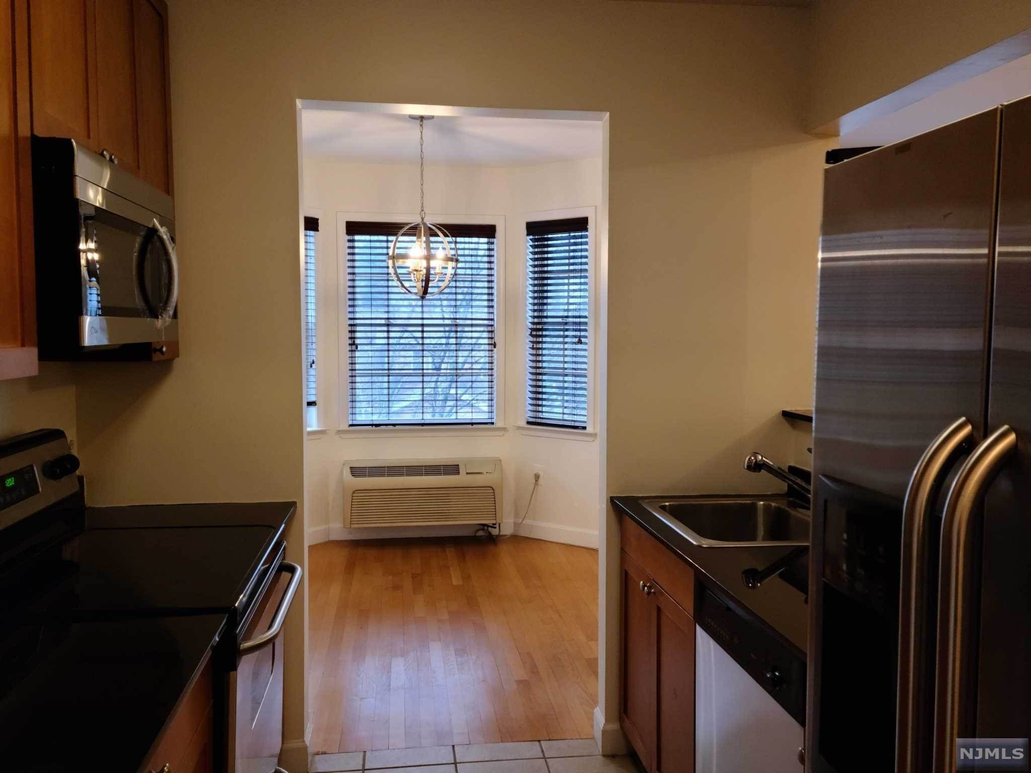 6. Rental Communities for Rent at 323 Willow Street #3M Teaneck, New Jersey, 07666 United States