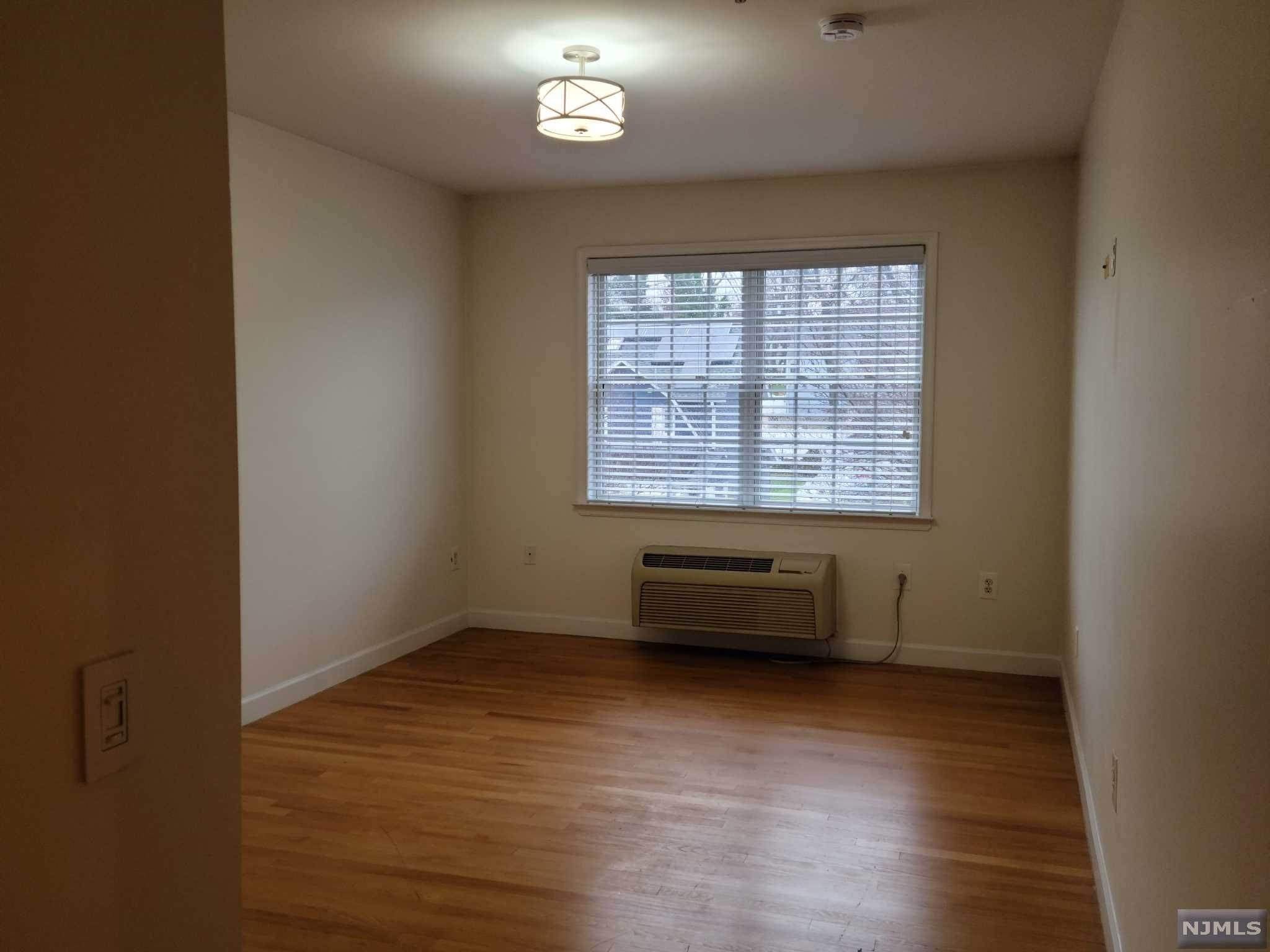 9. Rental Communities for Rent at 323 Willow Street #3M Teaneck, New Jersey, 07666 United States