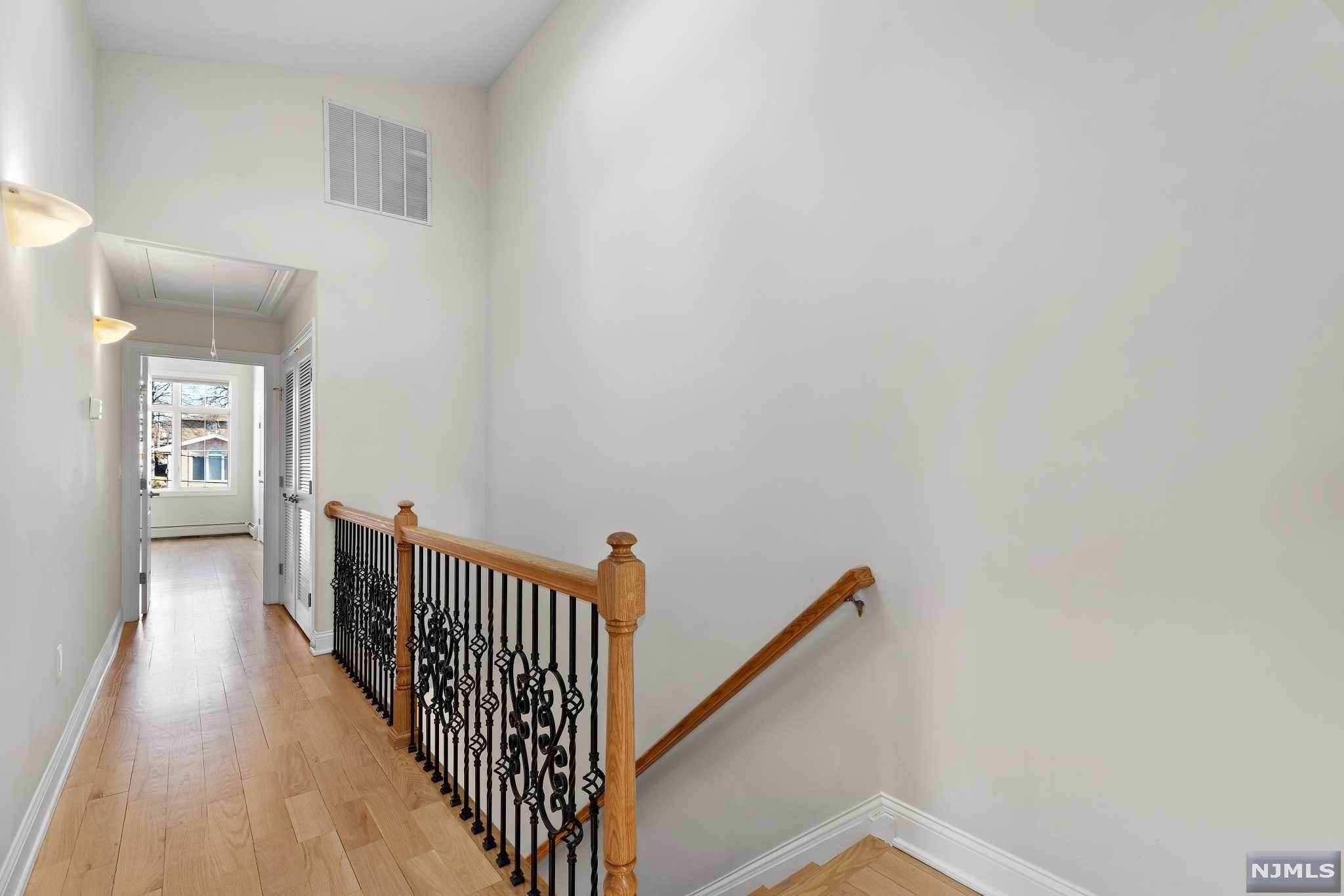 14. Rental Communities for Rent at 263B Hillside Avenue #2 Palisades Park, New Jersey, 07650 United States