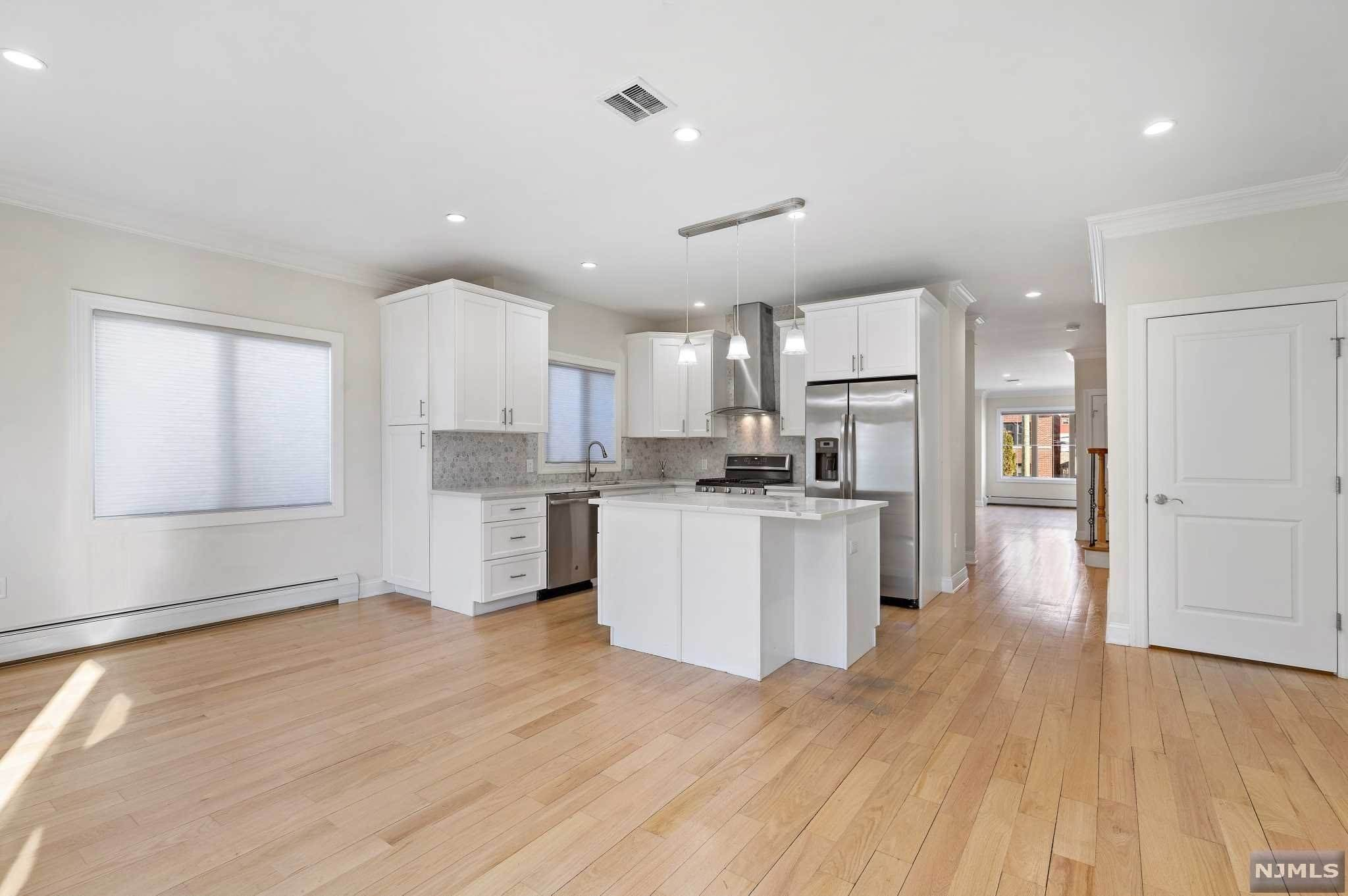 7. Rental Communities for Rent at 263B Hillside Avenue #2 Palisades Park, New Jersey, 07650 United States