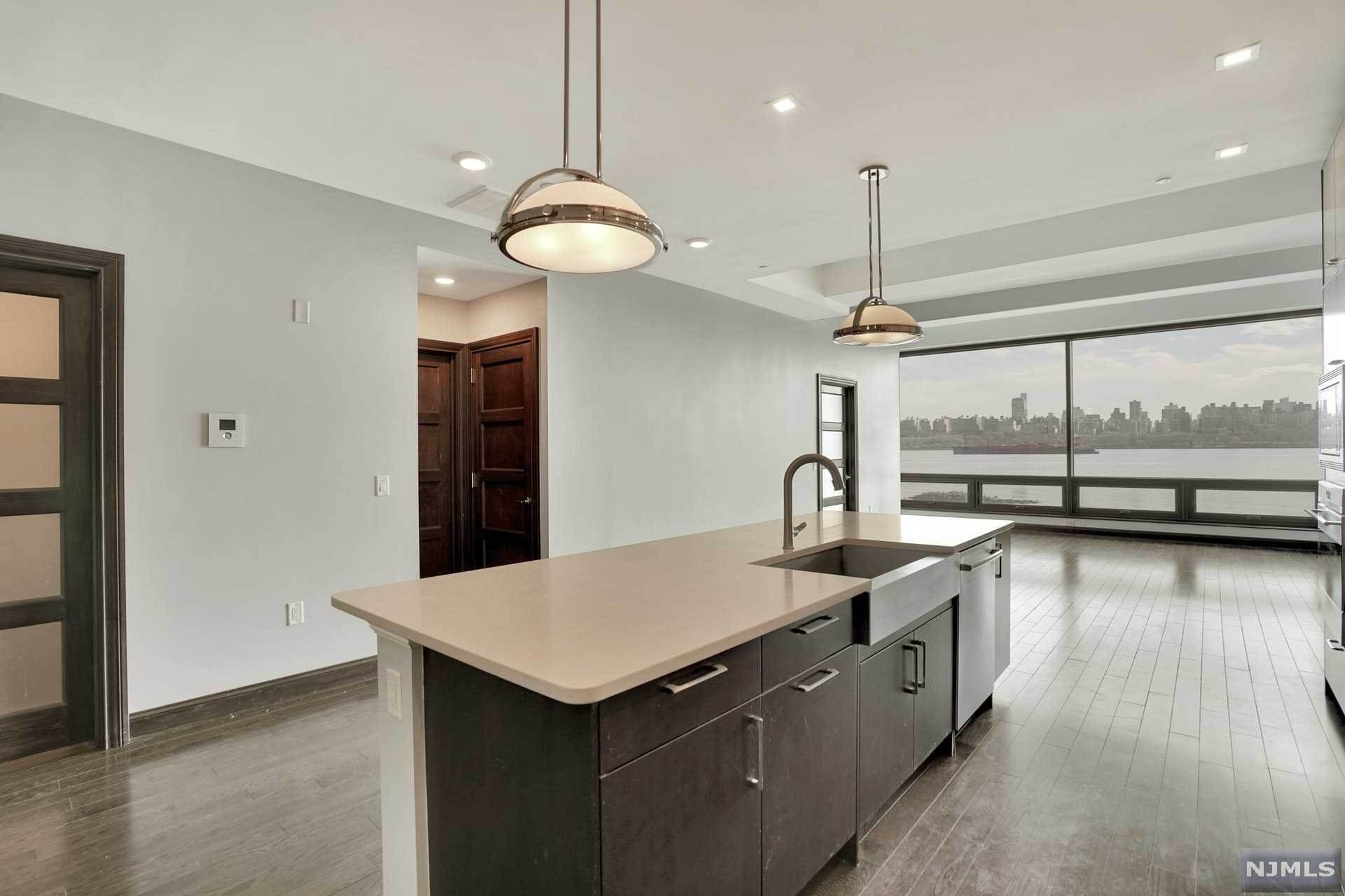 12. Rental Communities for Rent at 9 Somerset Lane #209 Edgewater, New Jersey, 07020 United States