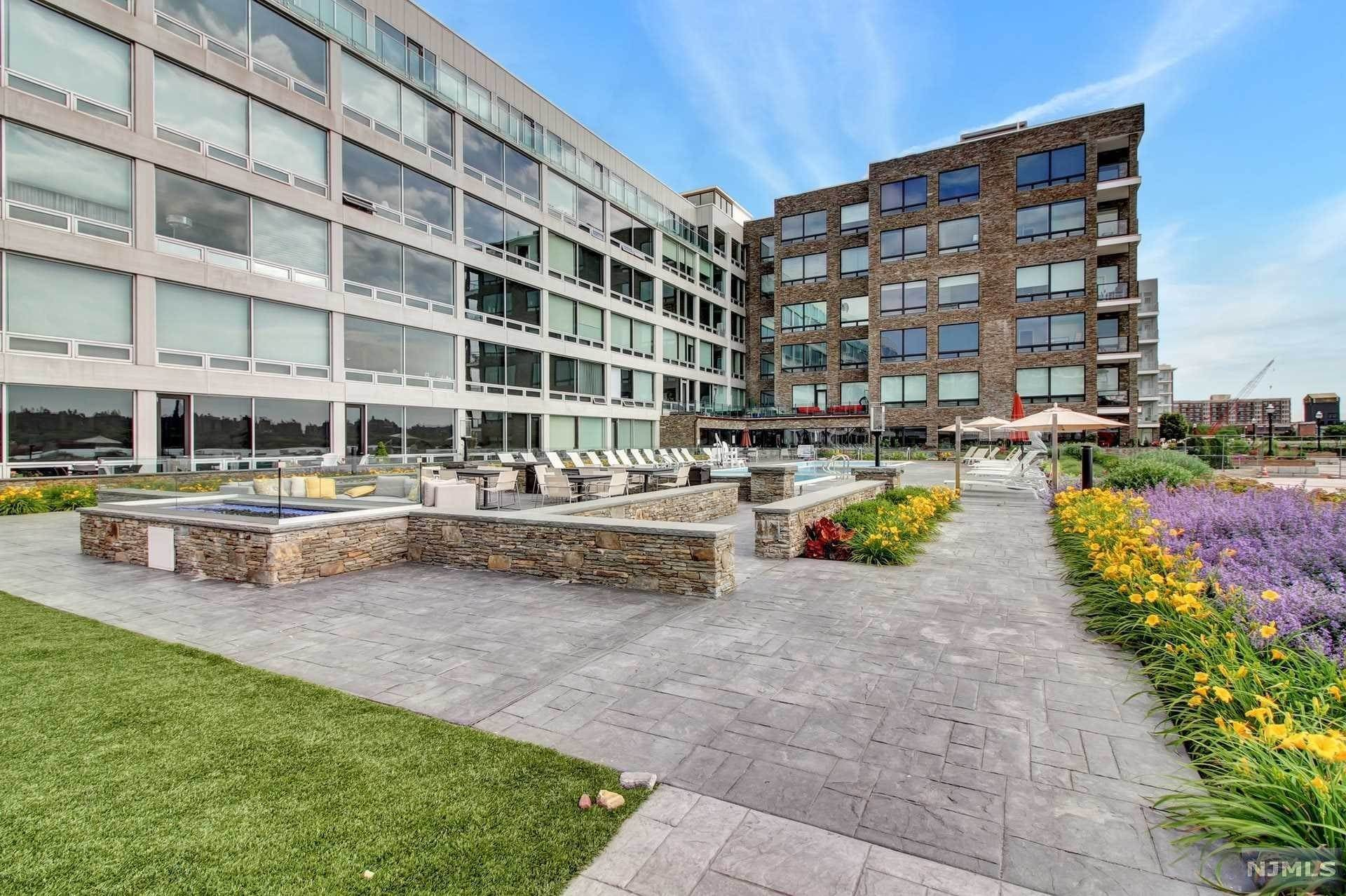 21. Rental Communities for Rent at 9 Somerset Lane #209 Edgewater, New Jersey, 07020 United States