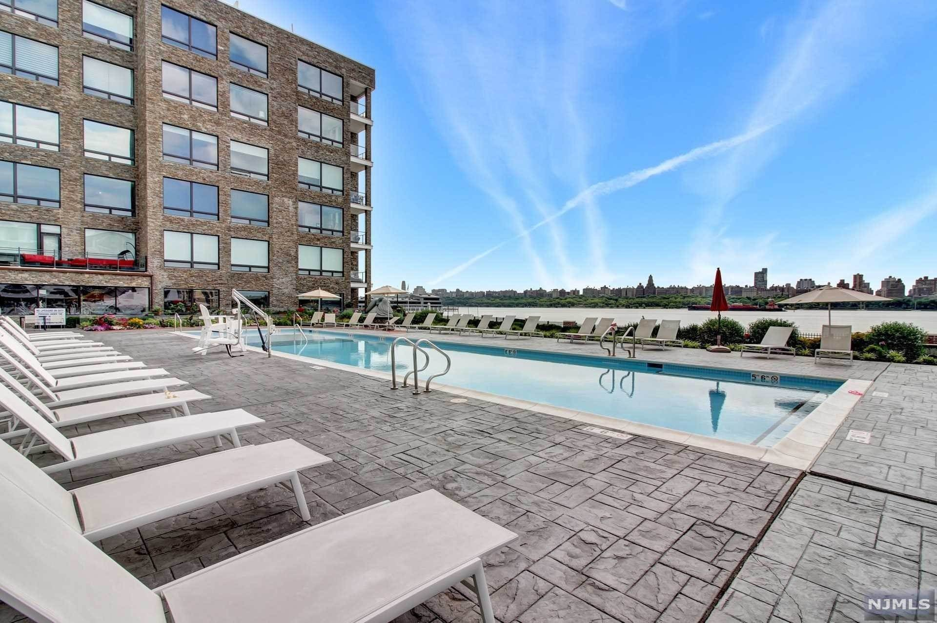 22. Rental Communities for Rent at 9 Somerset Lane #209 Edgewater, New Jersey, 07020 United States