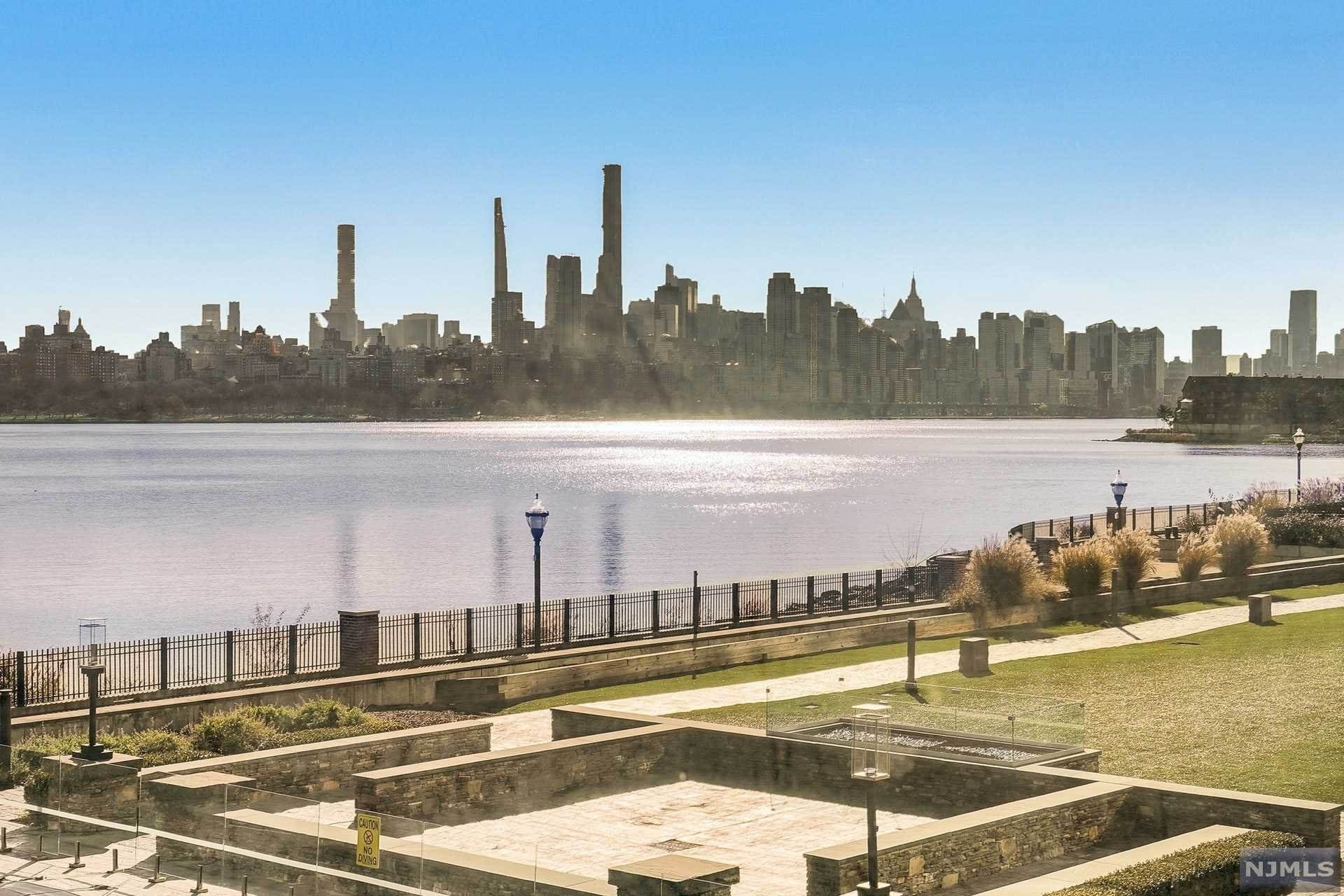 6. Rental Communities for Rent at 9 Somerset Lane #209 Edgewater, New Jersey, 07020 United States