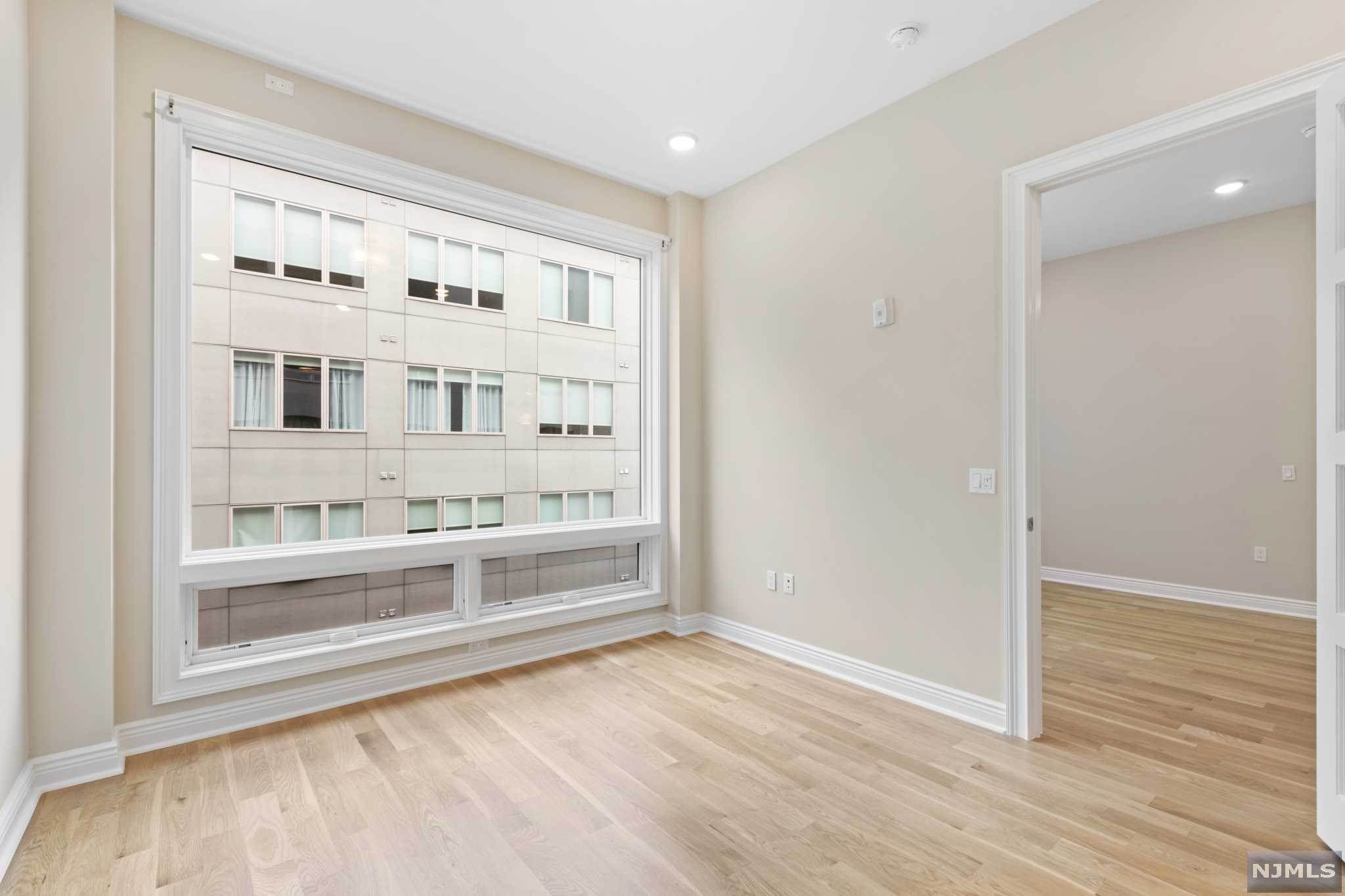 11. Condominium for Sale at 9 Somerset Lane #421 Edgewater, New Jersey, 07020 United States