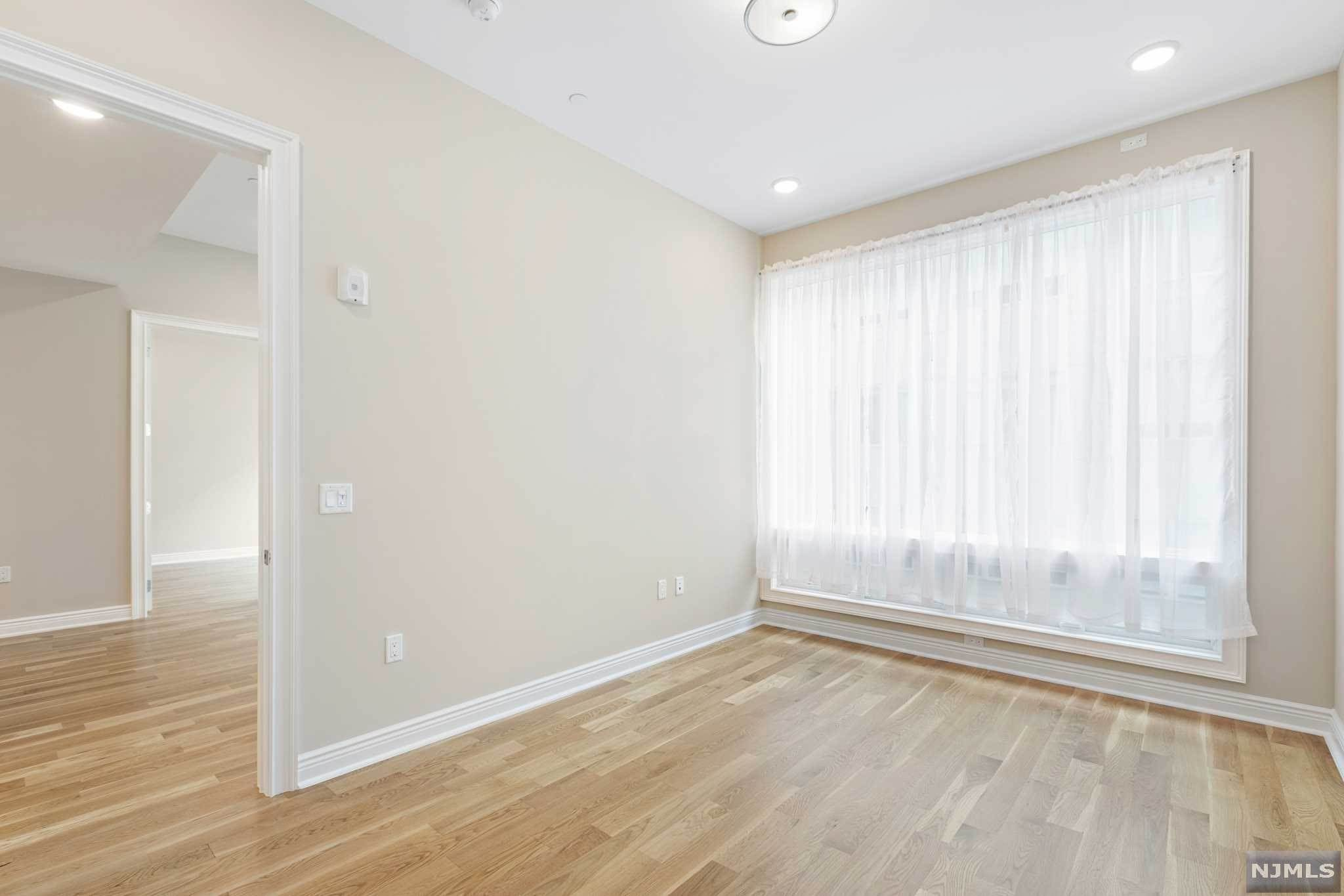 12. Condominium for Sale at 9 Somerset Lane #421 Edgewater, New Jersey, 07020 United States