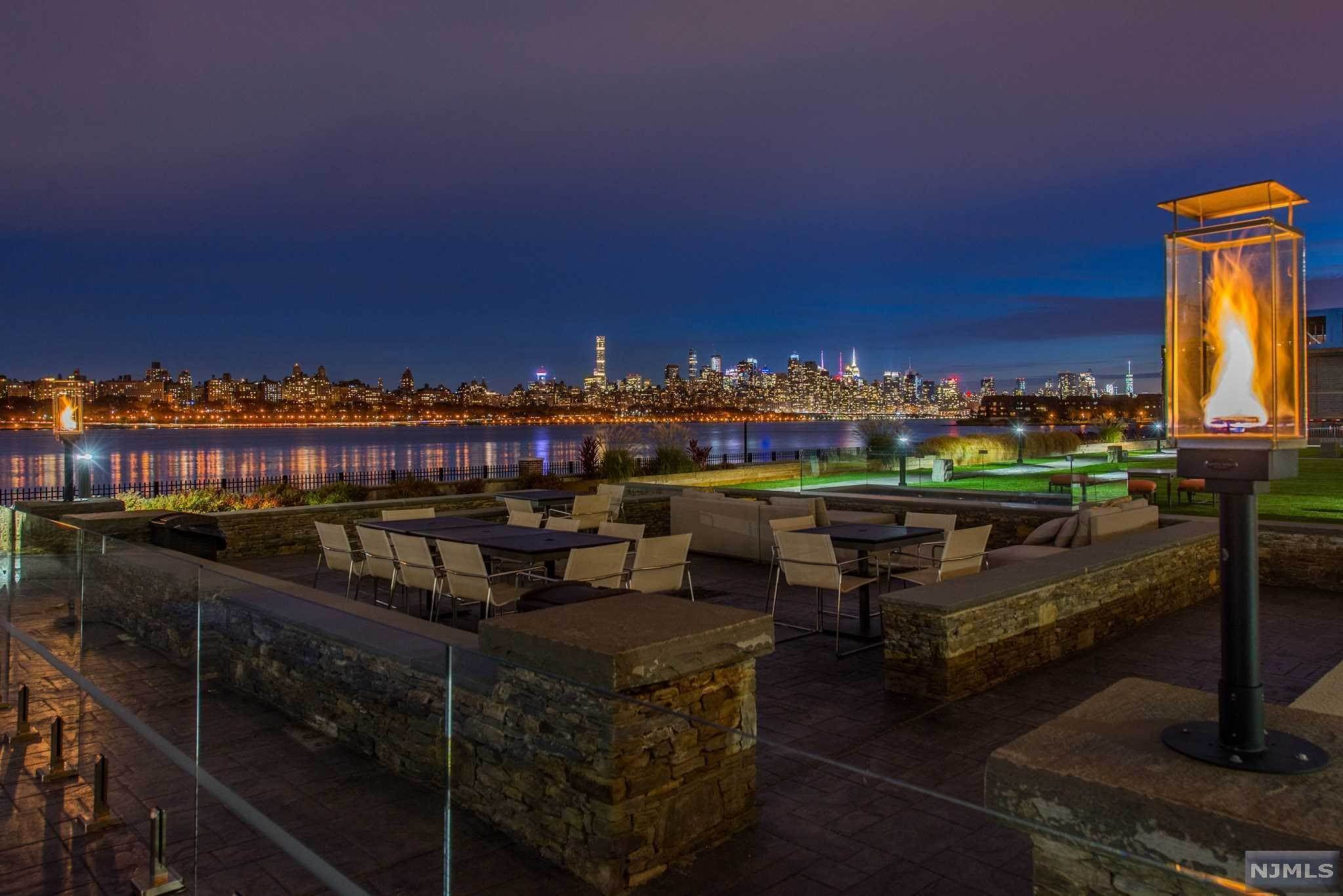 3. Condominium for Sale at 9 Somerset Lane #421 Edgewater, New Jersey, 07020 United States