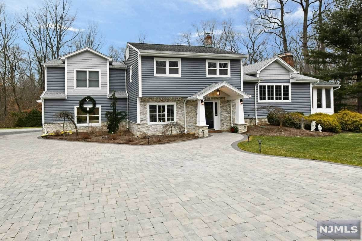 Single Family Home for Sale at 84 Elbrook Drive Allendale, New Jersey, 07401 United States