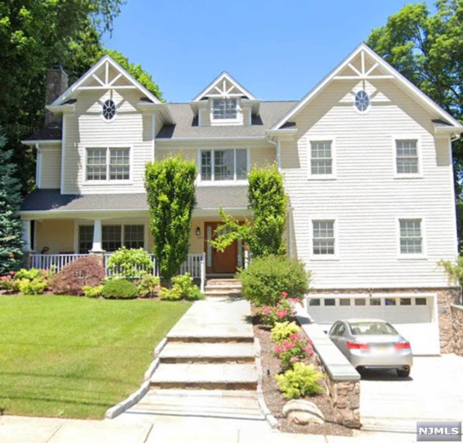 Single Family Home for Sale at 327 Warwick Avenue Teaneck, New Jersey, 07666 United States