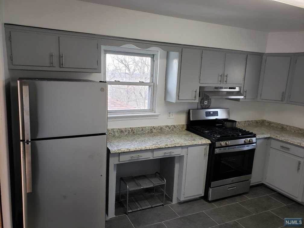 Rental Communities for Rent at 581 Carpenter Place #2nd floor Ridgefield, New Jersey, 07657 United States