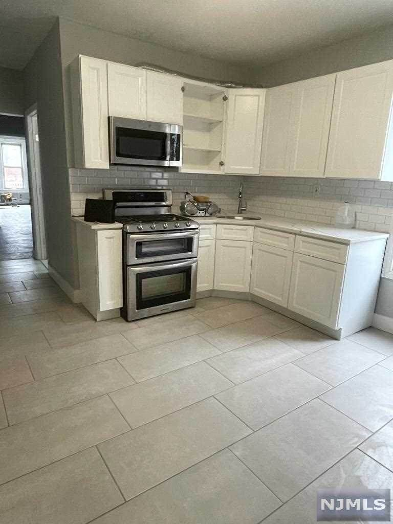 Rental Communities for Rent at 218 Haledon Avenue #1 Prospect Park, New Jersey, 07508 United States