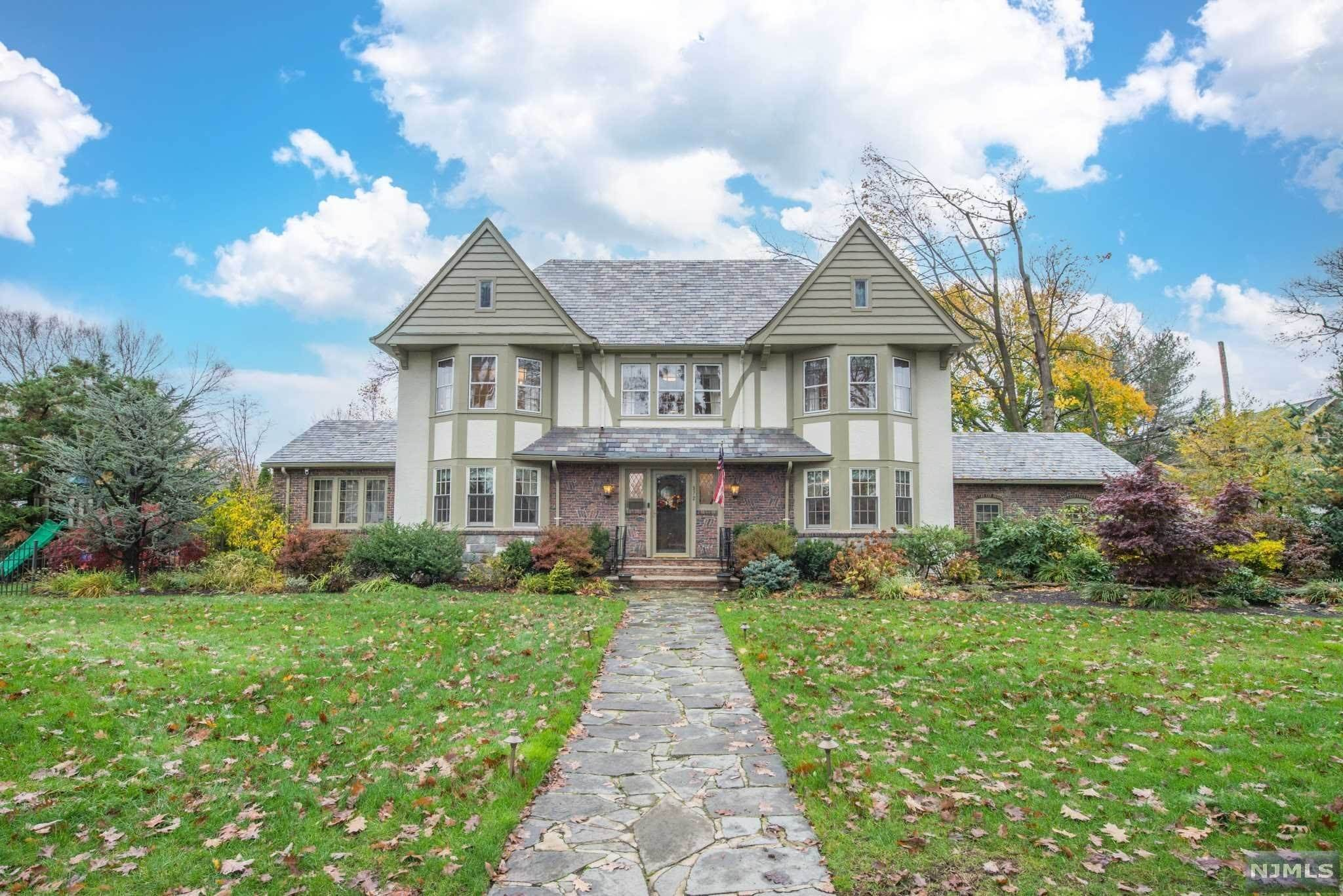 Single Family Home for Sale at 572 Ridgewood Avenue Glen Ridge, New Jersey, 07028 United States