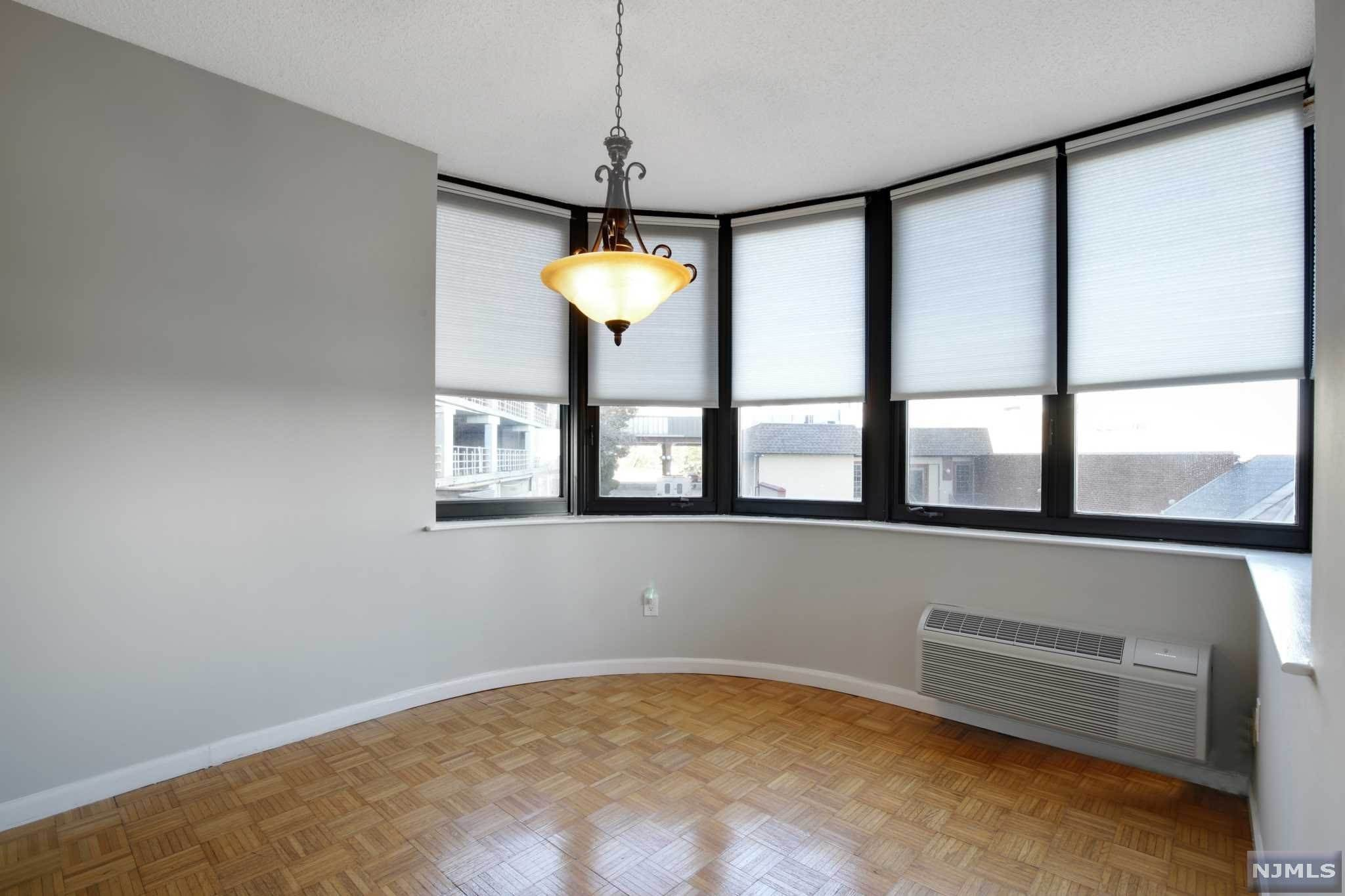 4. Rental Communities for Rent at 100 Carlyle Drive #3MN Cliffside Park, New Jersey, 07010 United States
