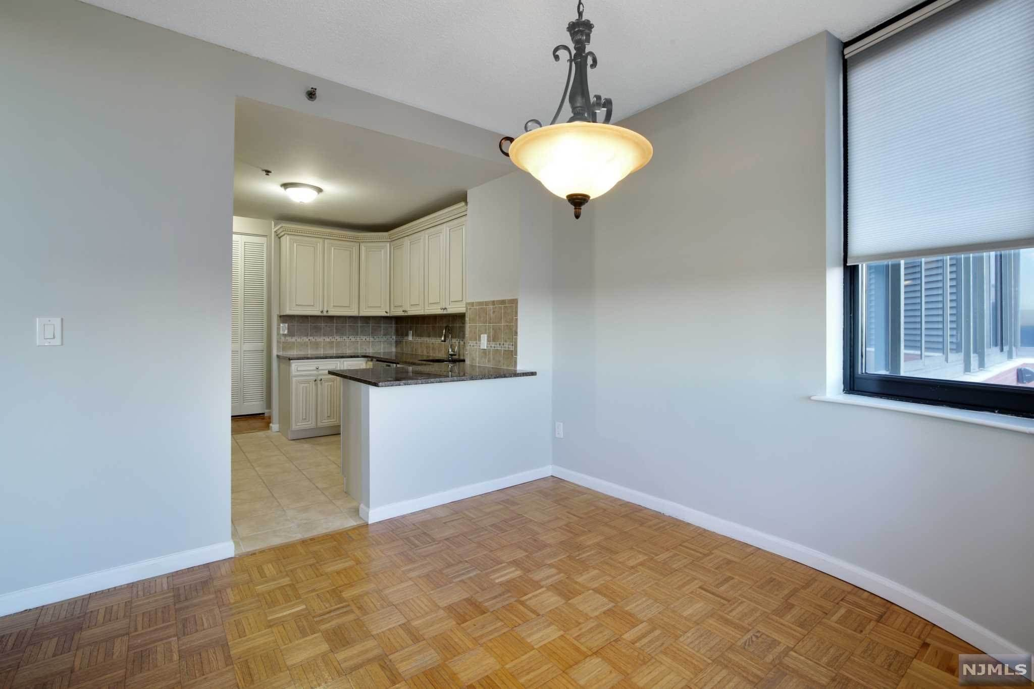 5. Rental Communities for Rent at 100 Carlyle Drive #3MN Cliffside Park, New Jersey, 07010 United States