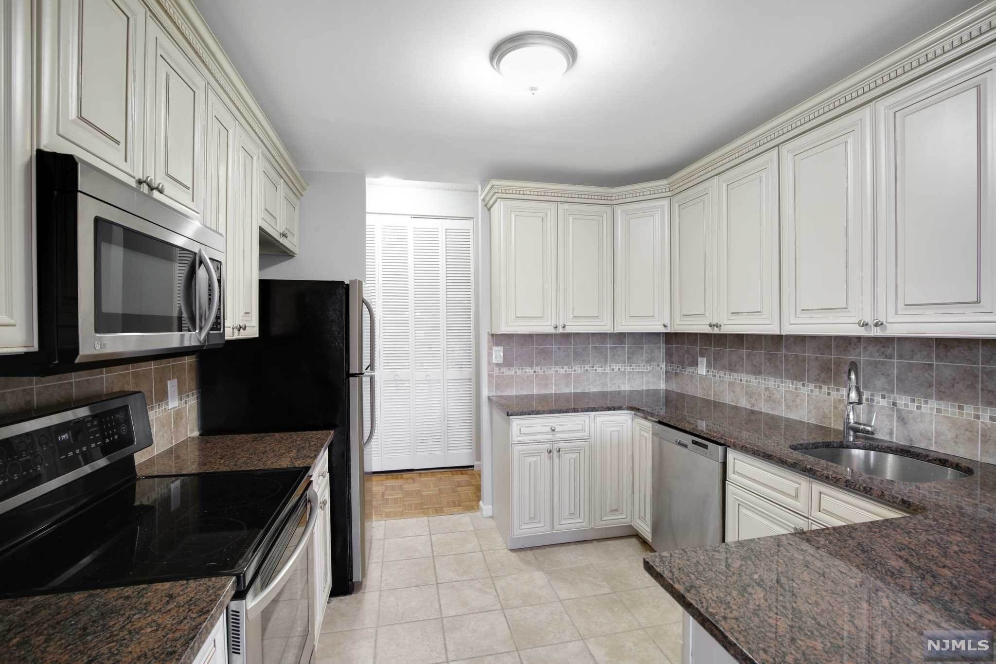 6. Rental Communities for Rent at 100 Carlyle Drive #3MN Cliffside Park, New Jersey, 07010 United States