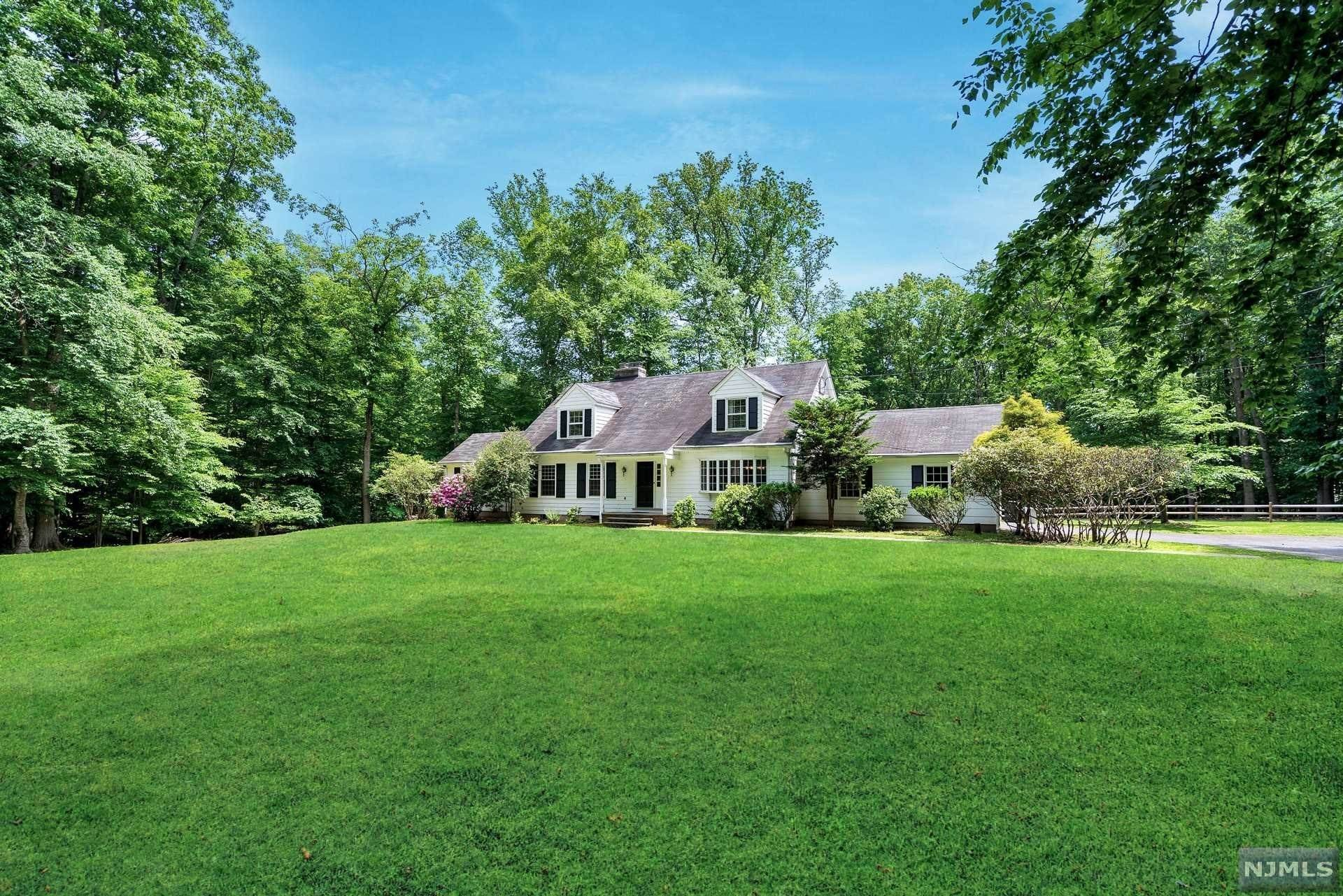 Single Family Home for Sale at 1 Hickory Hill Road Saddle River, New Jersey, 07458 United States