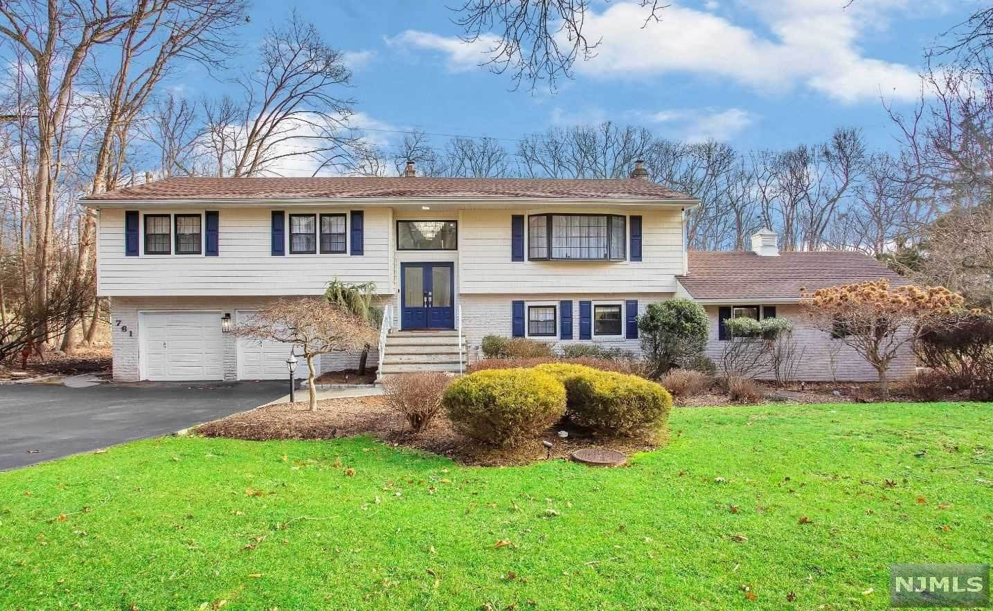 Single Family Home for Sale at 761 Rivenwood Road Franklin Lakes, New Jersey, 07417 United States