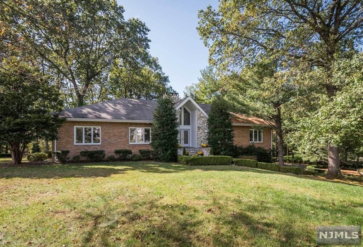 Single Family Home for Sale at 700 Jane Drive Franklin Lakes, New Jersey, 07417 United States