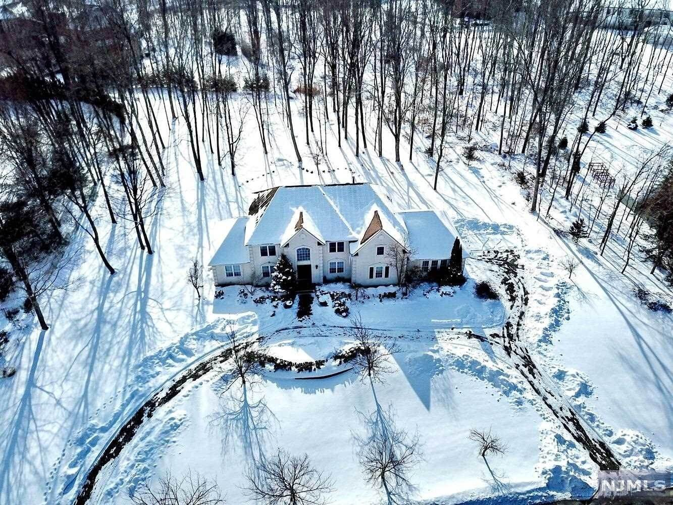 Single Family Home for Sale at 118 Seminary Drive Mahwah, New Jersey, 07430 United States