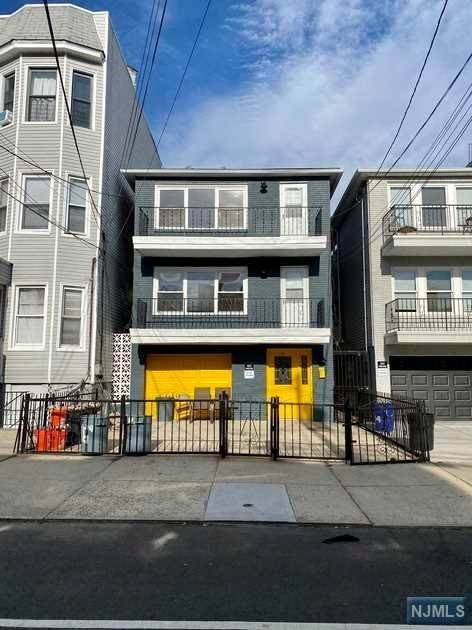 Rental Communities for Rent at 16 Poplar Street #2 Jersey City, New Jersey, 07307 United States