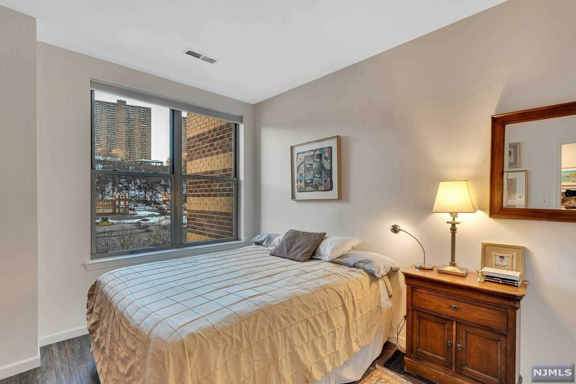 14. Condominium for Sale at 24 AVENUEAT PORT IMPERIAL #322 West New York, New Jersey, 07093 United States