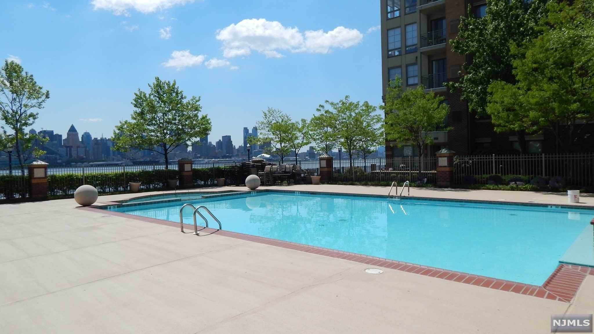 24. Condominium for Sale at 24 AVENUEAT PORT IMPERIAL #322 West New York, New Jersey, 07093 United States