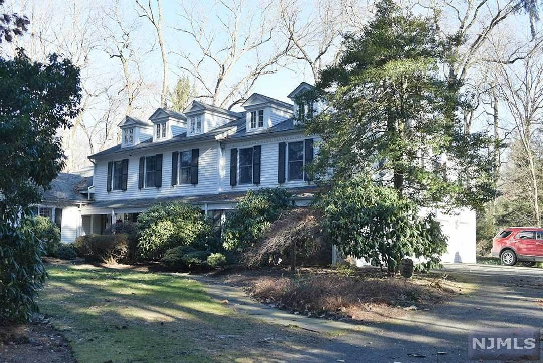 Single Family Home for Sale at 14 Warewoods Road Saddle River, New Jersey, 07458 United States