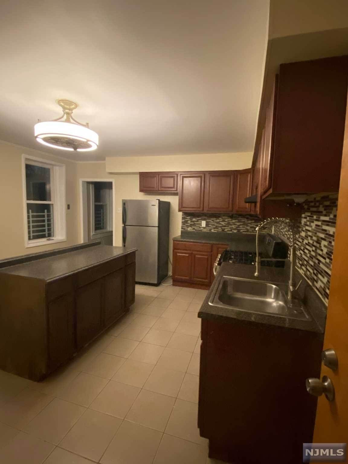 Rental Communities for Rent at 396 Chestnut Street #2 Newark, New Jersey, 07105 United States