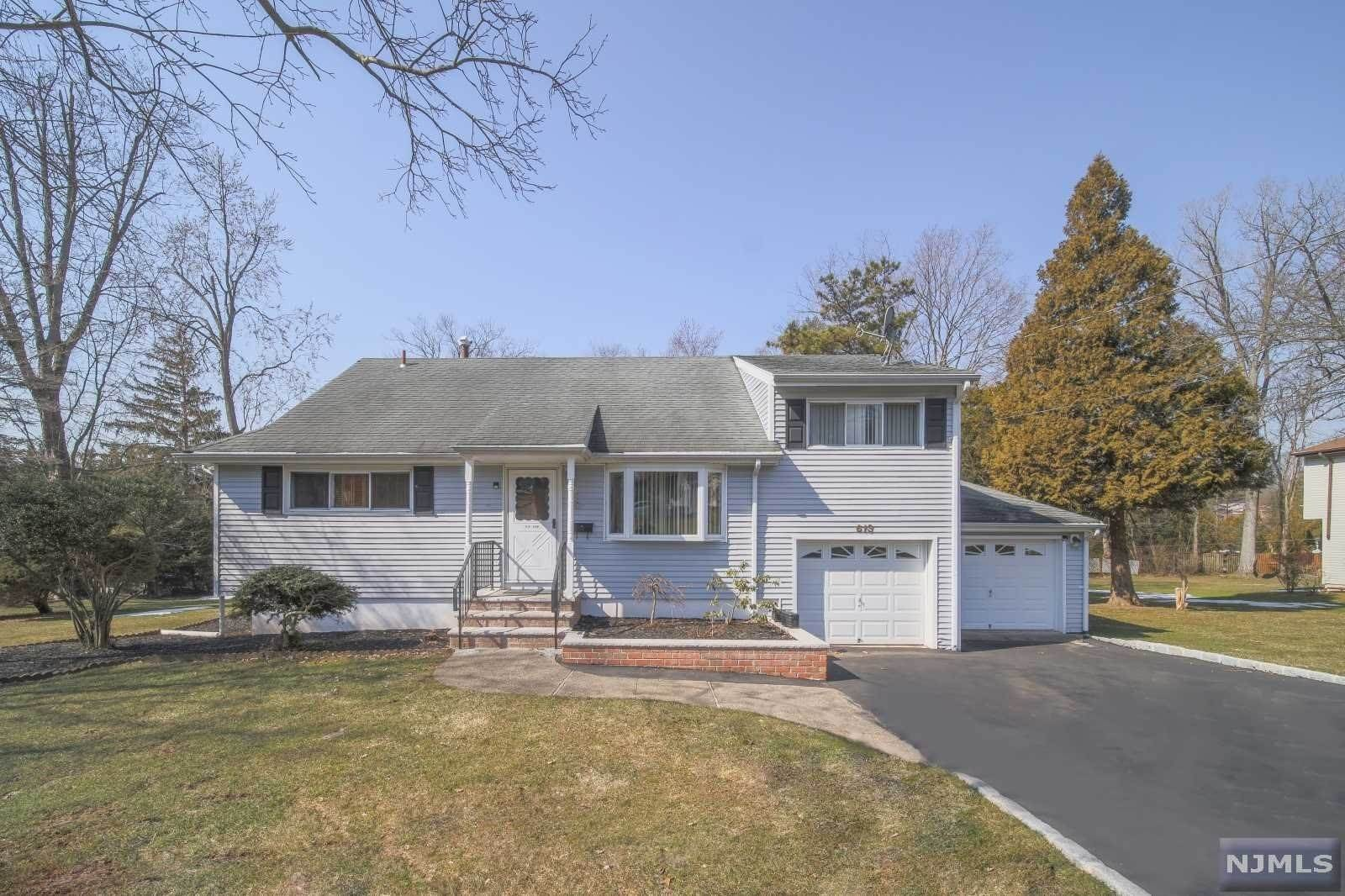Single Family Home for Sale at 613 Wildwood Road Northvale, New Jersey, 07647 United States