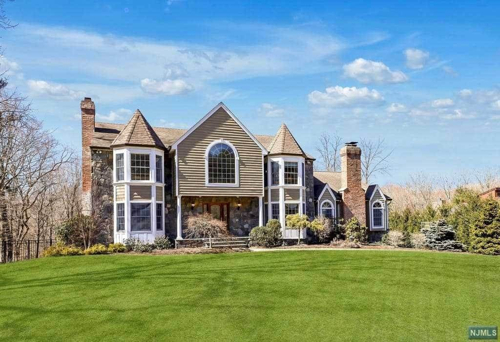 Single Family Home for Sale at 6 Strawberry Lane Upper Saddle River, New Jersey, 07458 United States
