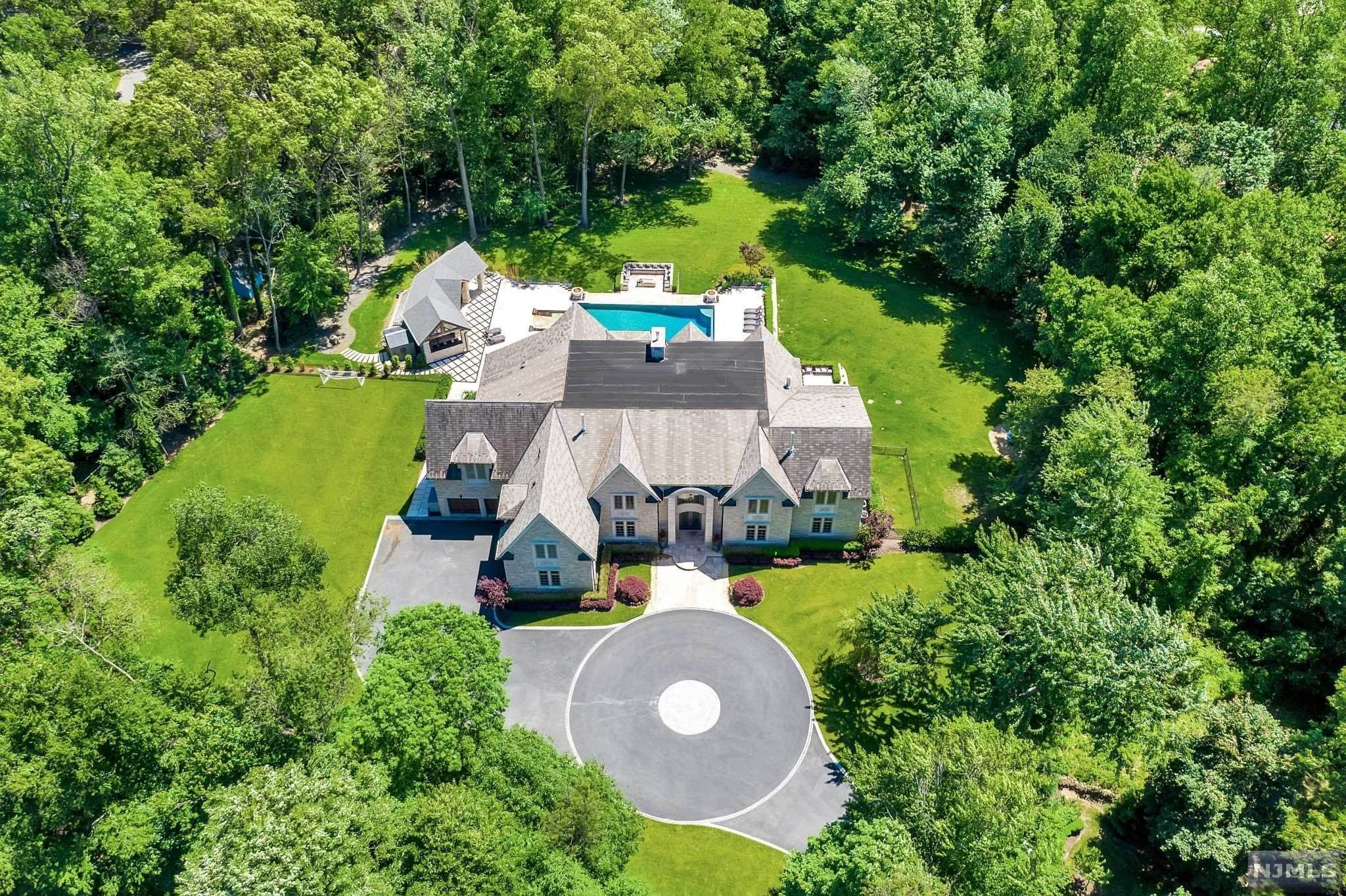 3. Single Family Home for Sale at 1 Scheffler Drive Saddle River, New Jersey, 07458 United States