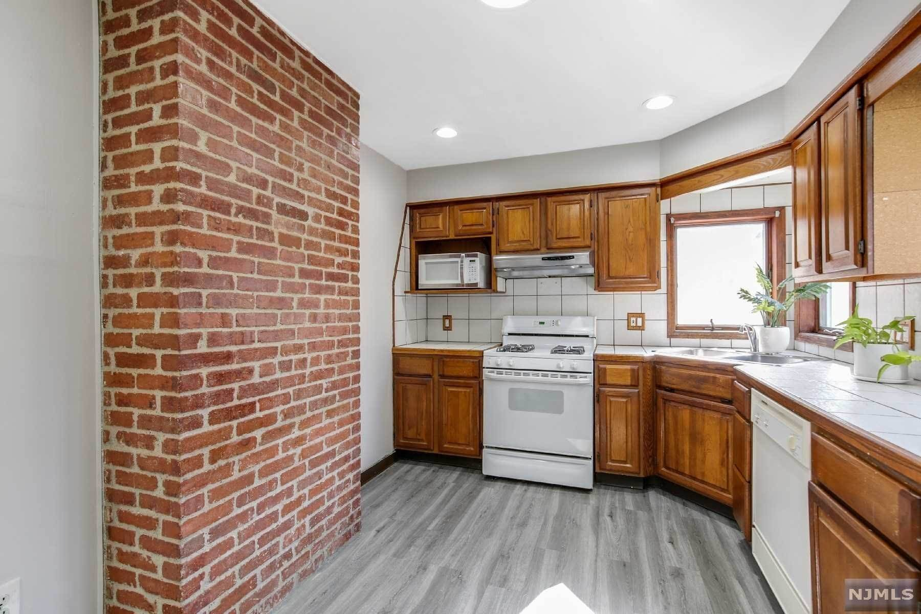 5. Rental Communities for Rent at 16 Henry Street #2 Bloomfield, New Jersey, 07003 United States