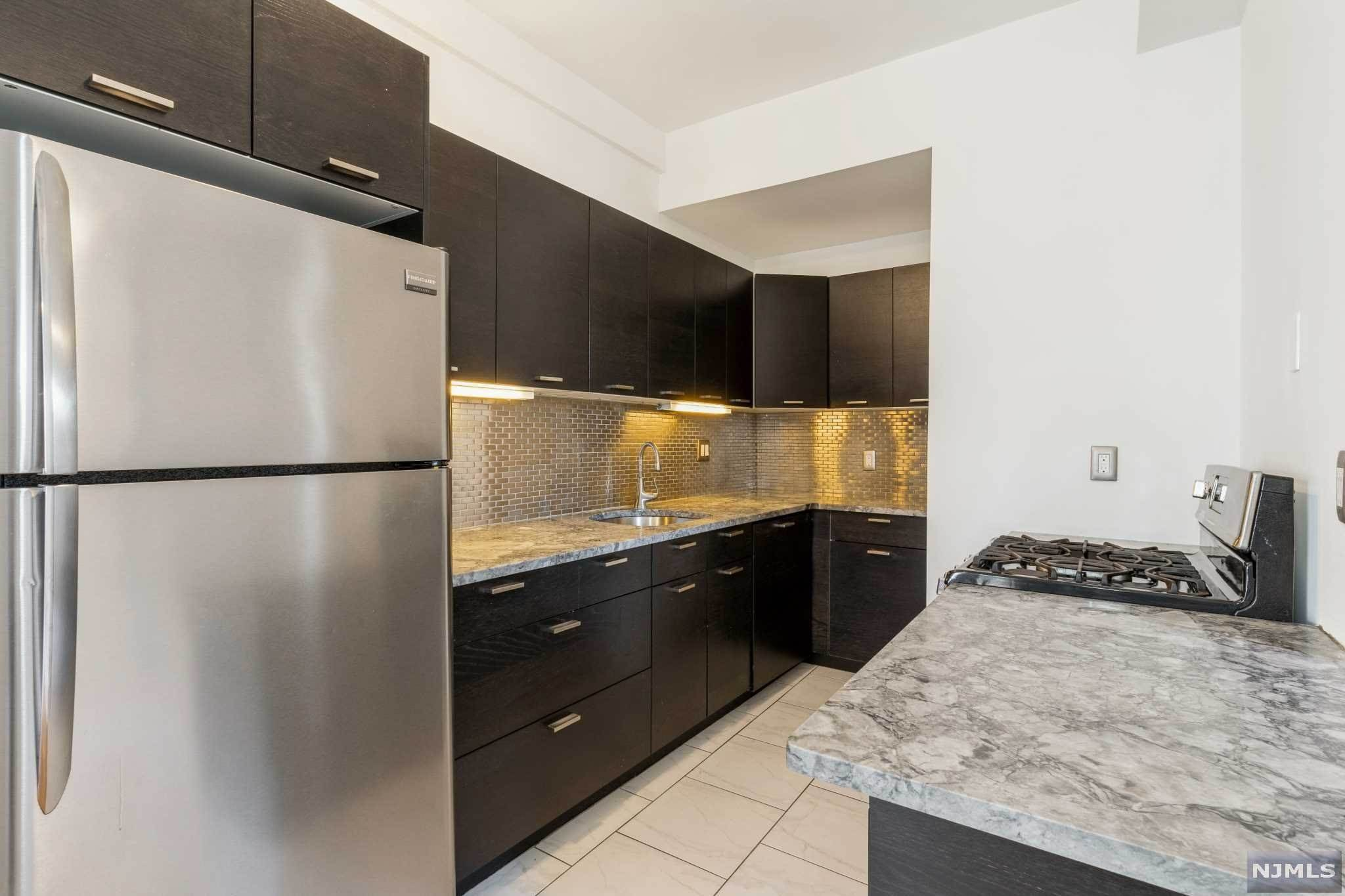 Rental Communities for Rent at 363-377 Mount Prospect Avenue #3AW Newark, New Jersey, 07104 United States