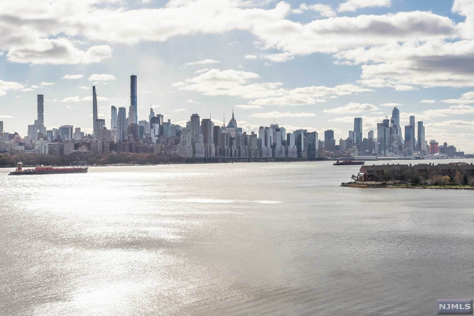 Condominium for Sale at 9 Somerset Lane #314 Edgewater, New Jersey, 07020 United States