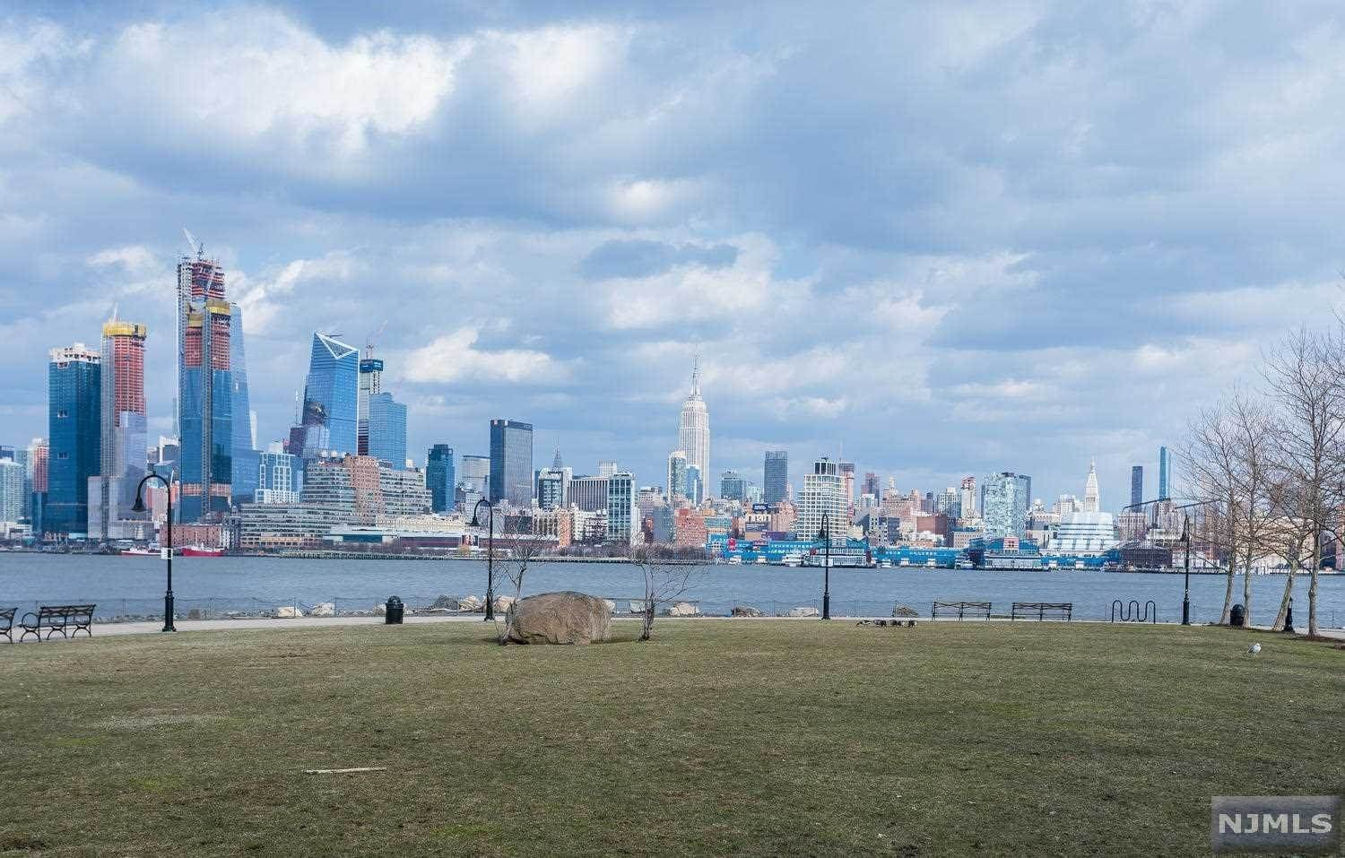 19. Condominium for Sale at 1125 Maxwell Lane #630 Hoboken, New Jersey, 07030 United States