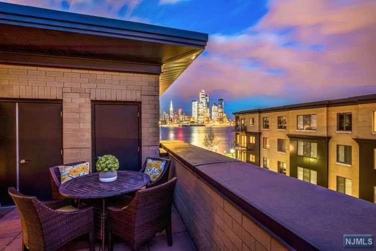 18. Condominium for Sale at 8 Cambridge Way Weehawken, New Jersey, 07086 United States