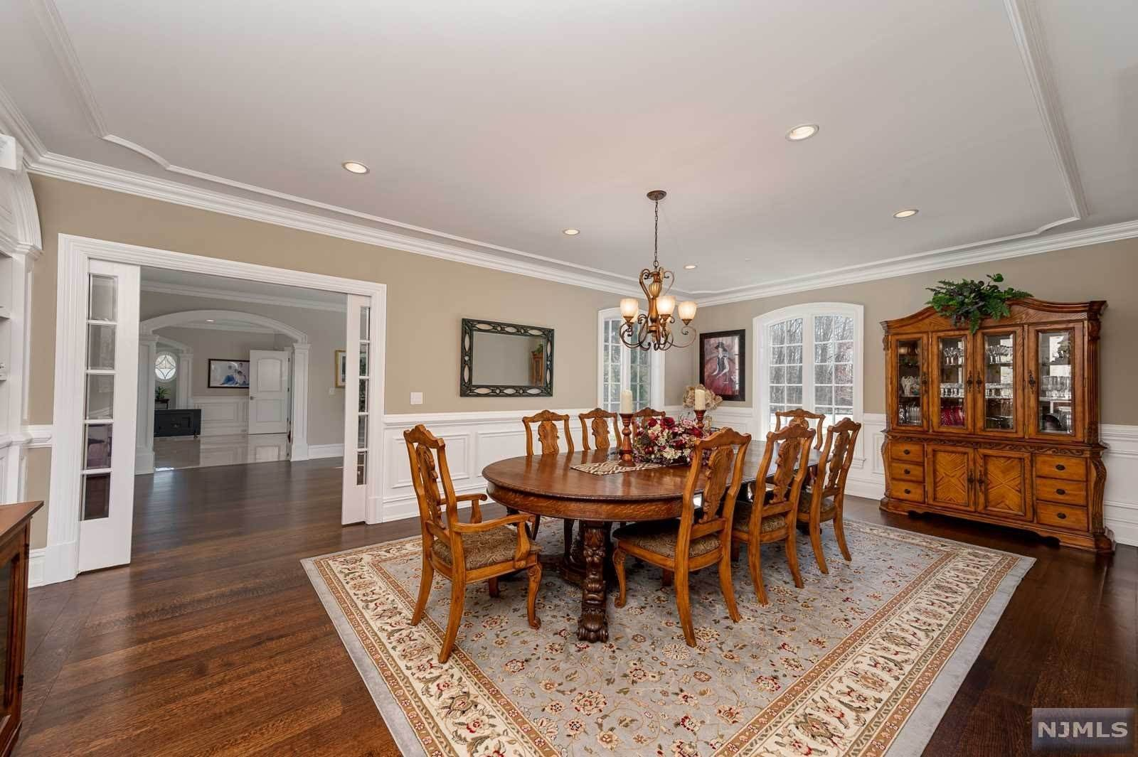 13. Single Family Home for Sale at 243 Glen Place Franklin Lakes, New Jersey, 07417 United States