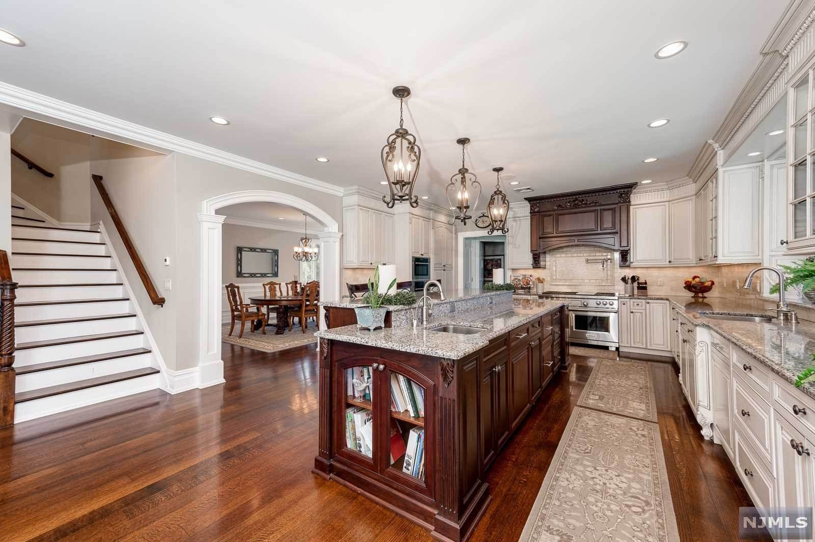 5. Single Family Home for Sale at 243 Glen Place Franklin Lakes, New Jersey, 07417 United States