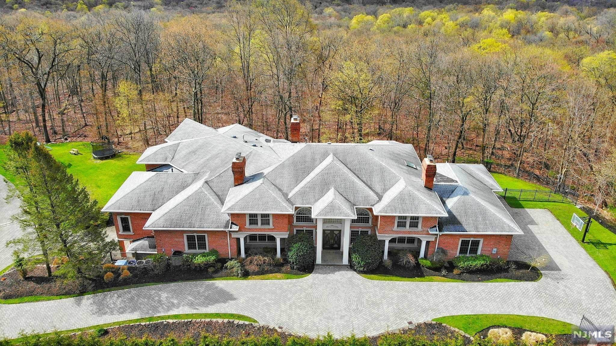 Single Family Home for Sale at 14 Shinnecock Trail Franklin Lakes, New Jersey, 07417 United States
