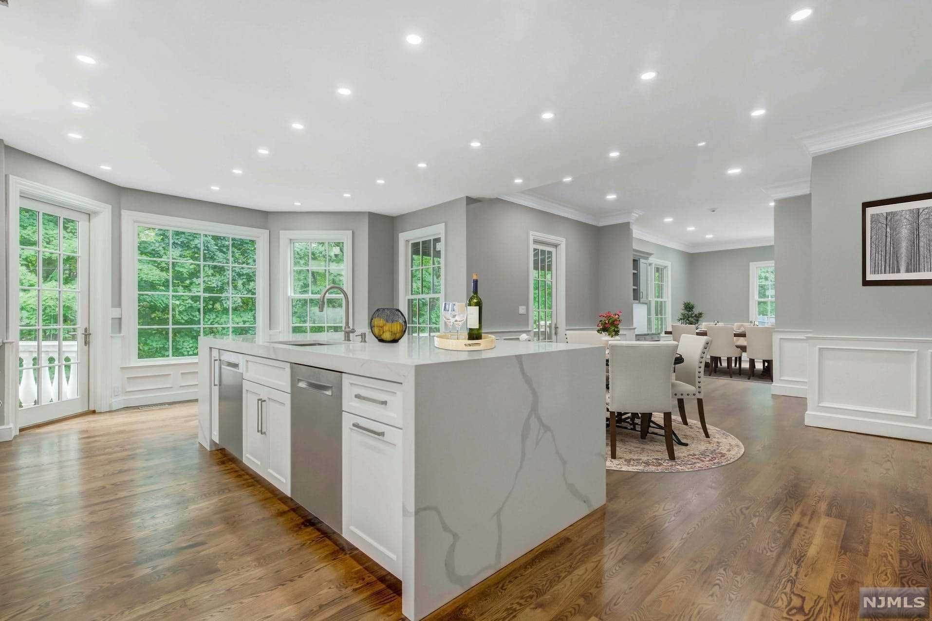 10. Single Family Home for Sale at 14 Shinnecock Trail Franklin Lakes, New Jersey, 07417 United States