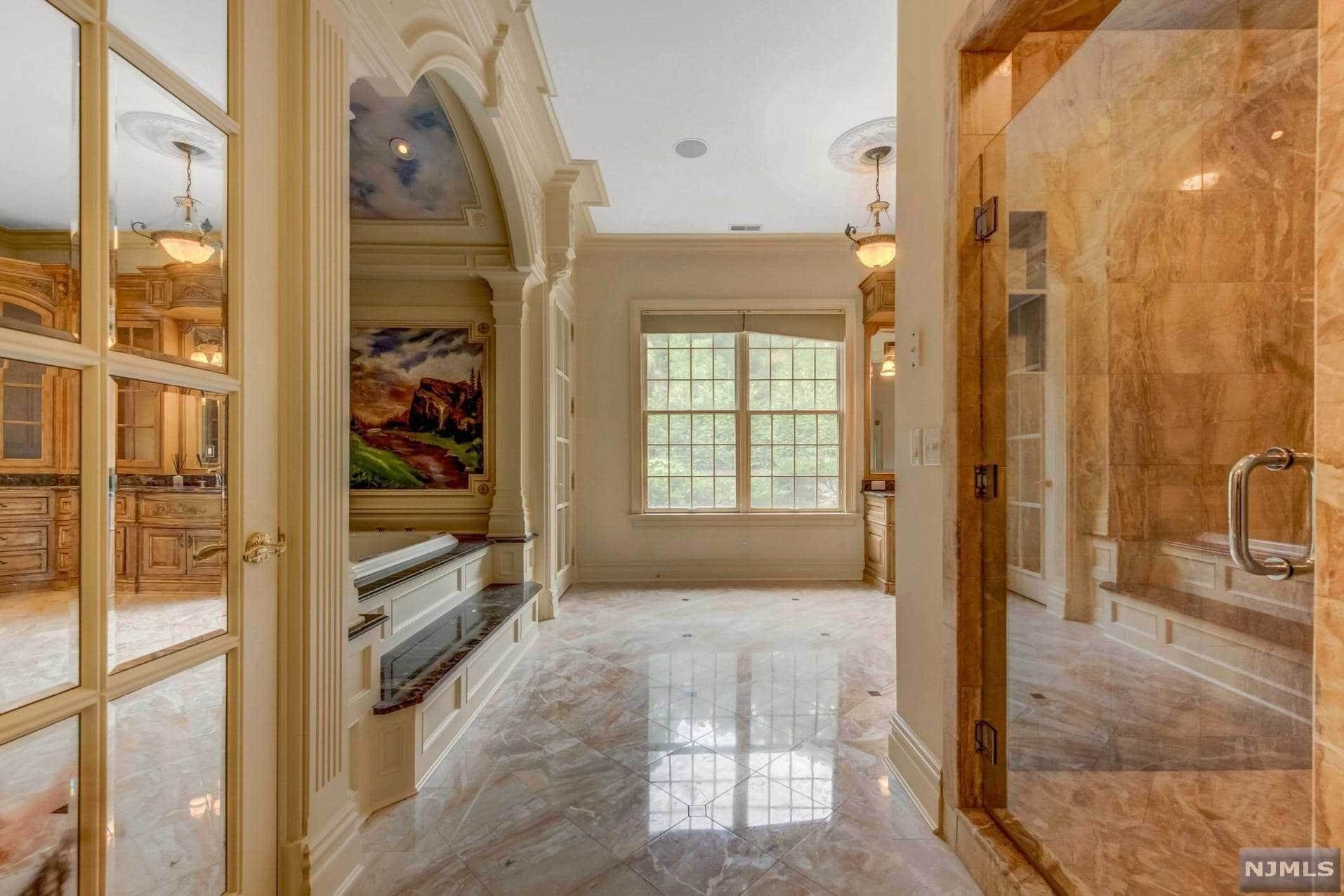17. Single Family Home for Sale at 14 Shinnecock Trail Franklin Lakes, New Jersey, 07417 United States