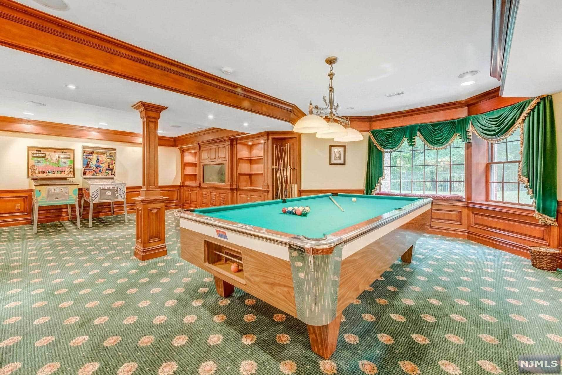 21. Single Family Home for Sale at 14 Shinnecock Trail Franklin Lakes, New Jersey, 07417 United States