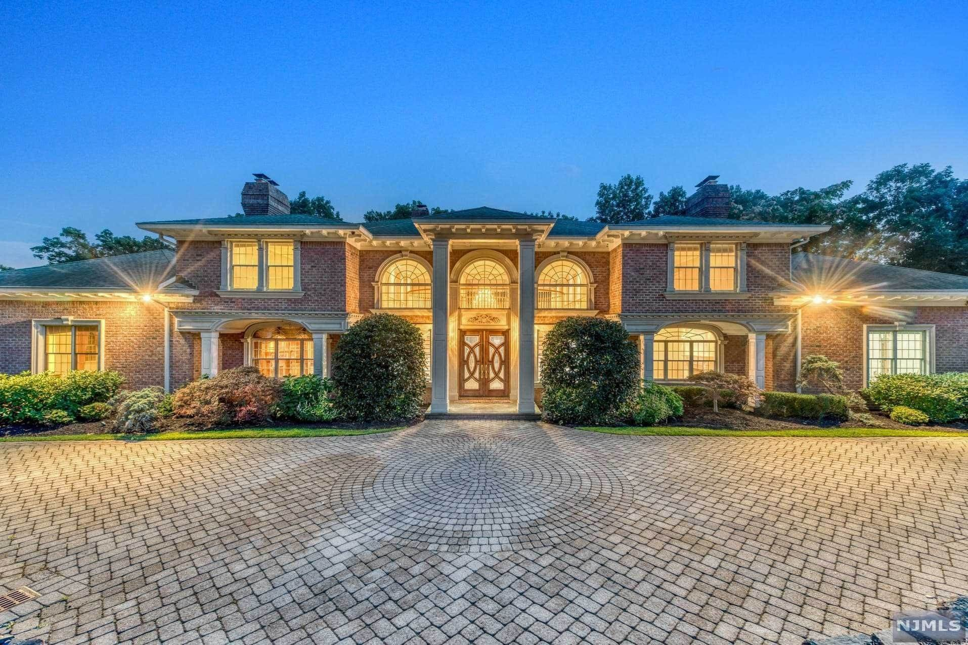 25. Single Family Home for Sale at 14 Shinnecock Trail Franklin Lakes, New Jersey, 07417 United States