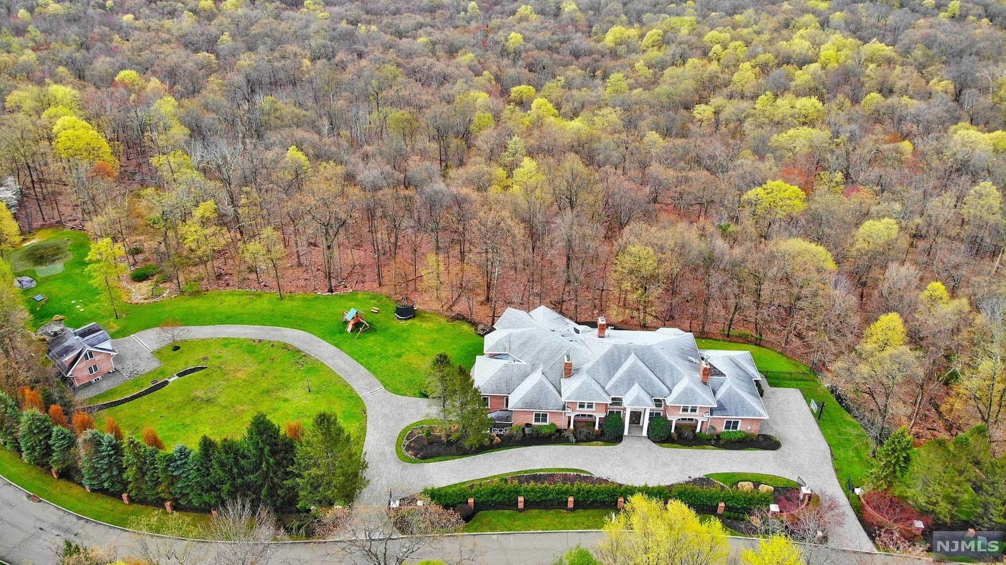 26. Single Family Home for Sale at 14 Shinnecock Trail Franklin Lakes, New Jersey, 07417 United States