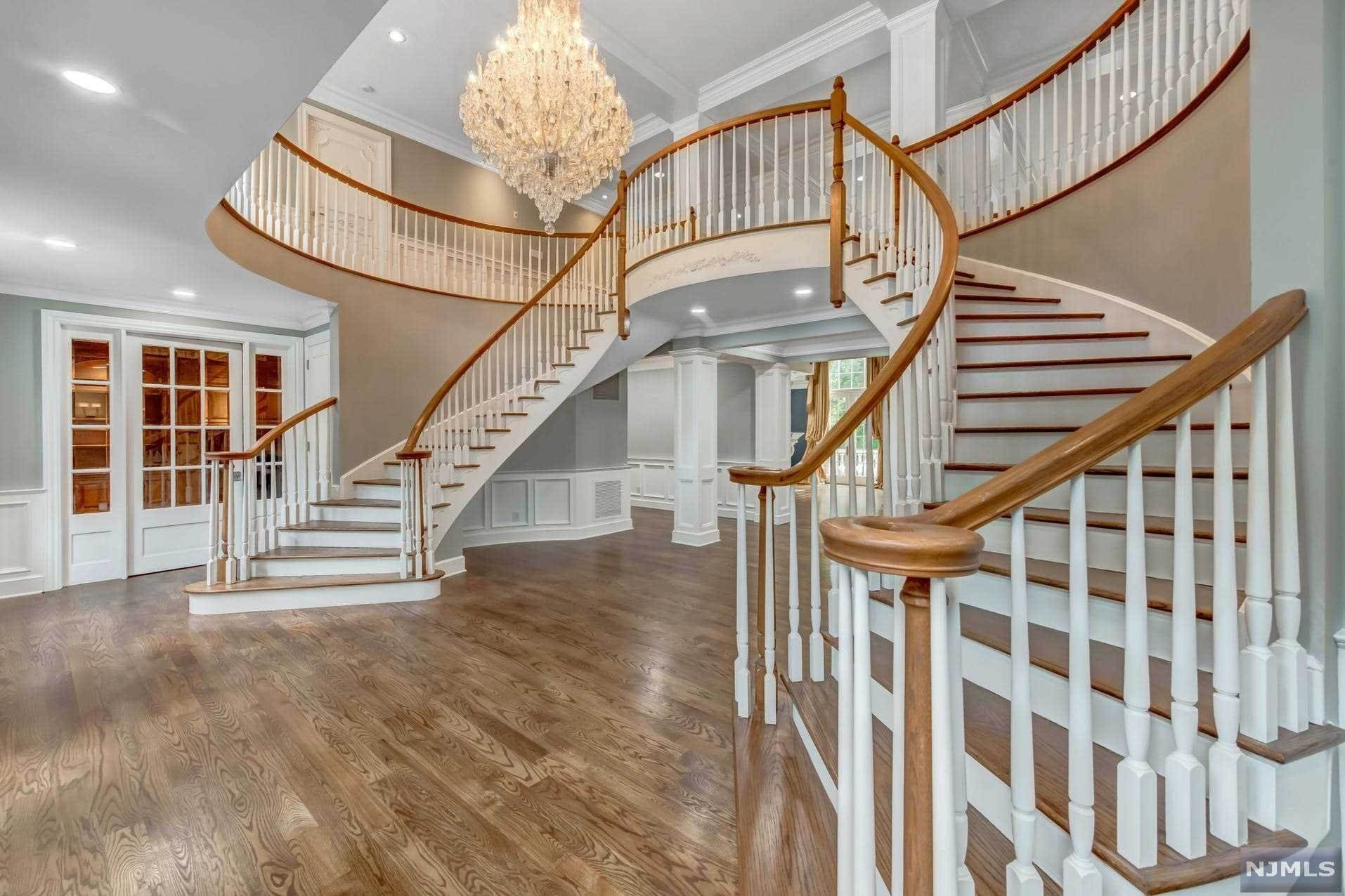 5. Single Family Home for Sale at 14 Shinnecock Trail Franklin Lakes, New Jersey, 07417 United States