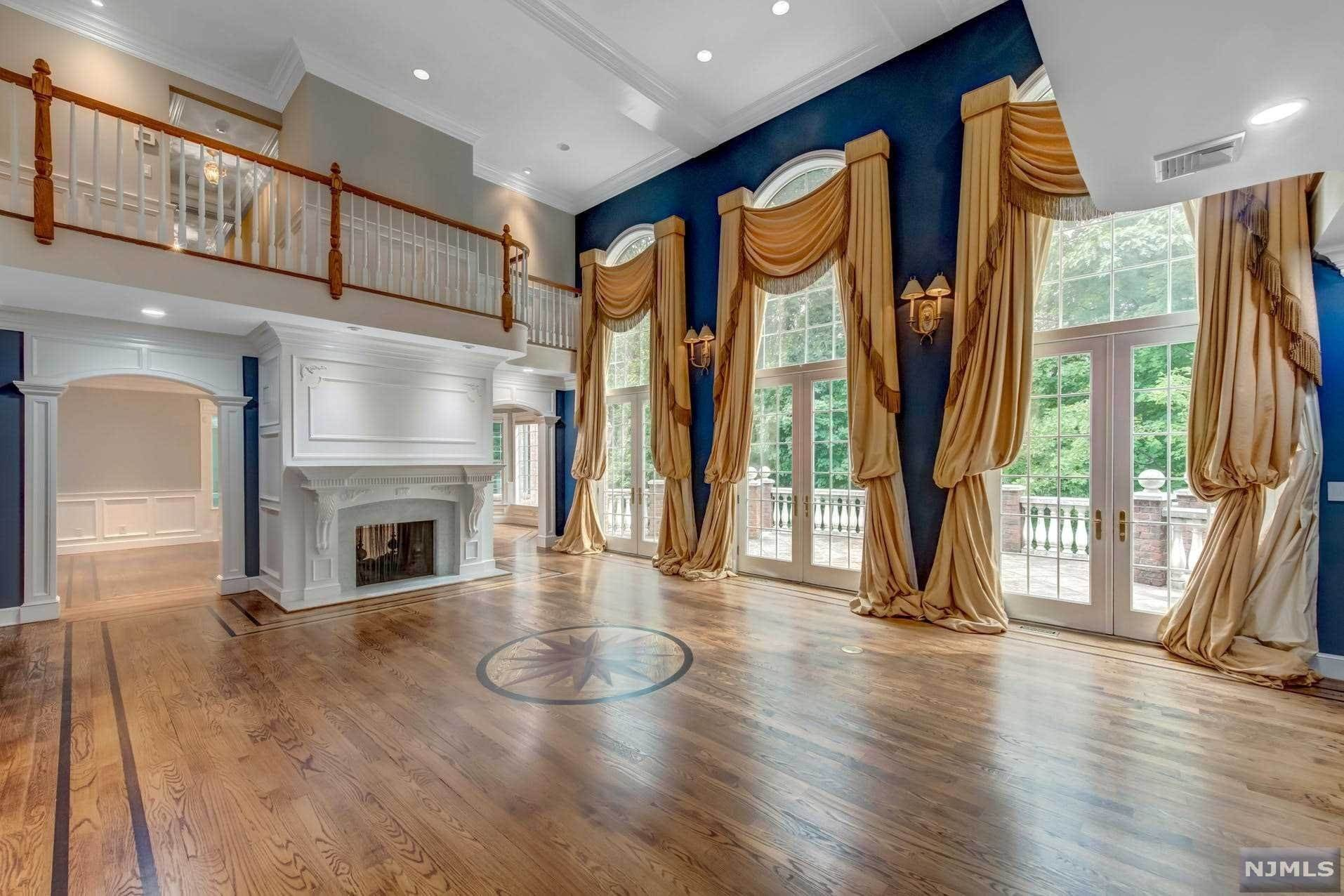 8. Single Family Home for Sale at 14 Shinnecock Trail Franklin Lakes, New Jersey, 07417 United States