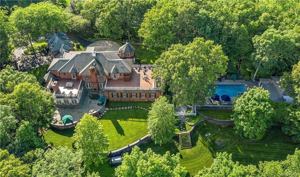 Single Family Home for Sale at 24 Trails End Chappaqua, New York, 10514 United States
