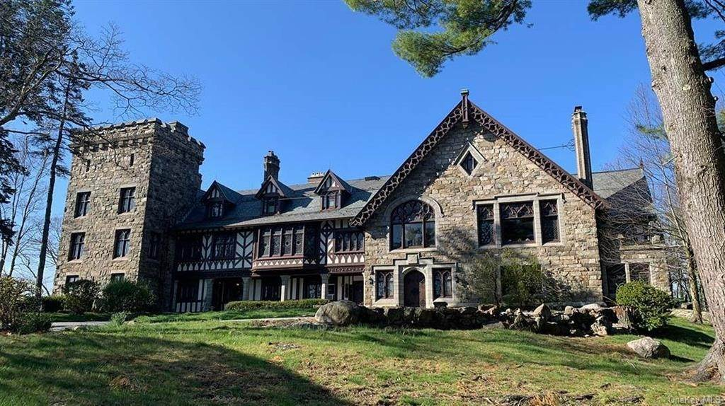 Single Family Home for Sale at 61 Crows Nest Road Tuxedo Park, New York, 10987 United States