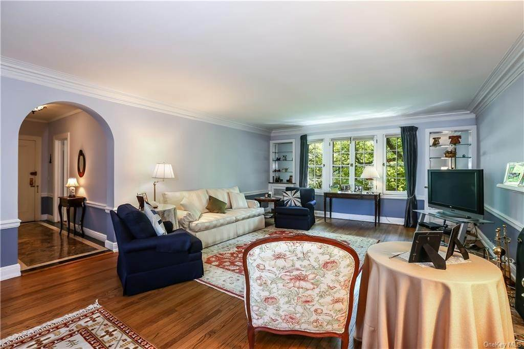 Single Family Home for Sale at 10 Brooklands Bronxville, New York, 10708 United States